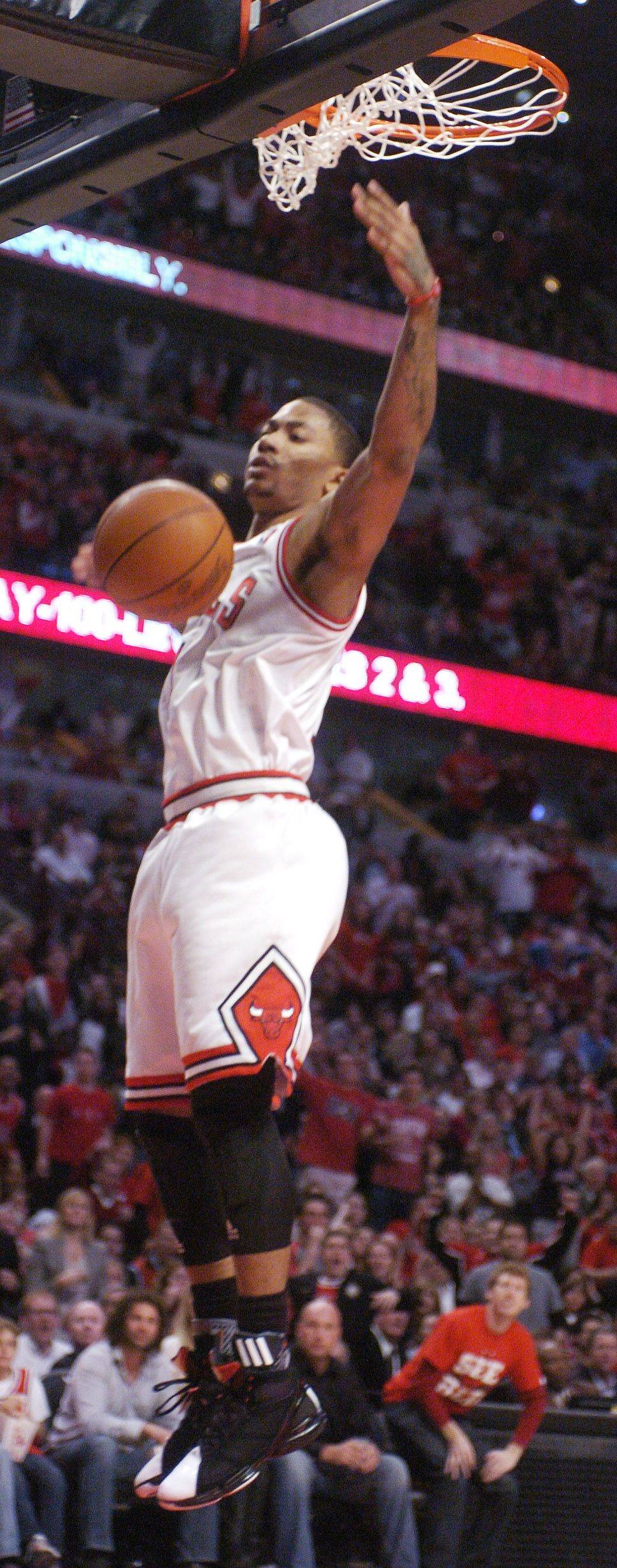Derrick Rose dunks after a steal during Monday's game against the Atlanta Hawks.