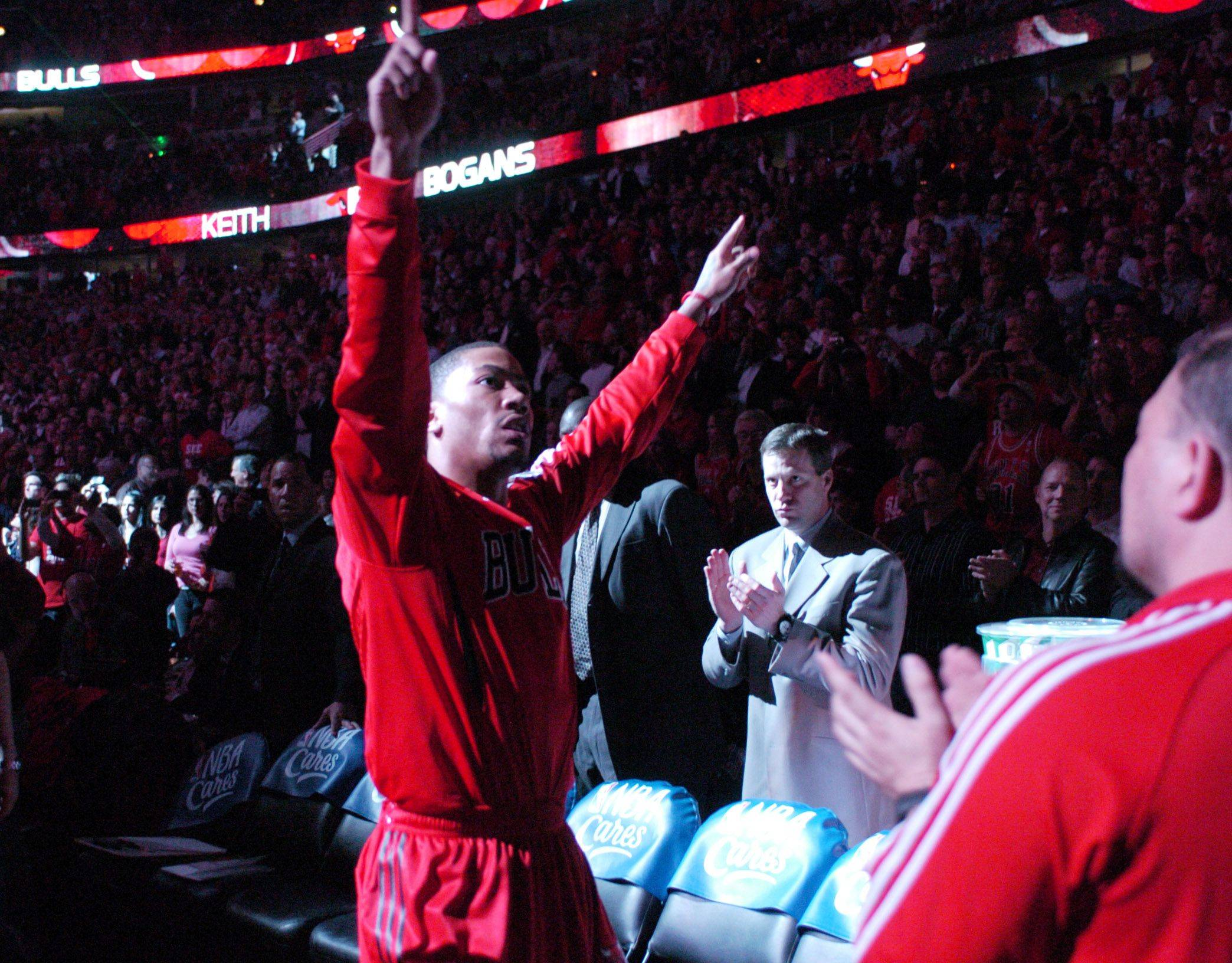 Derrick Rose is introduced prior to Wednesday's game at the United Center.