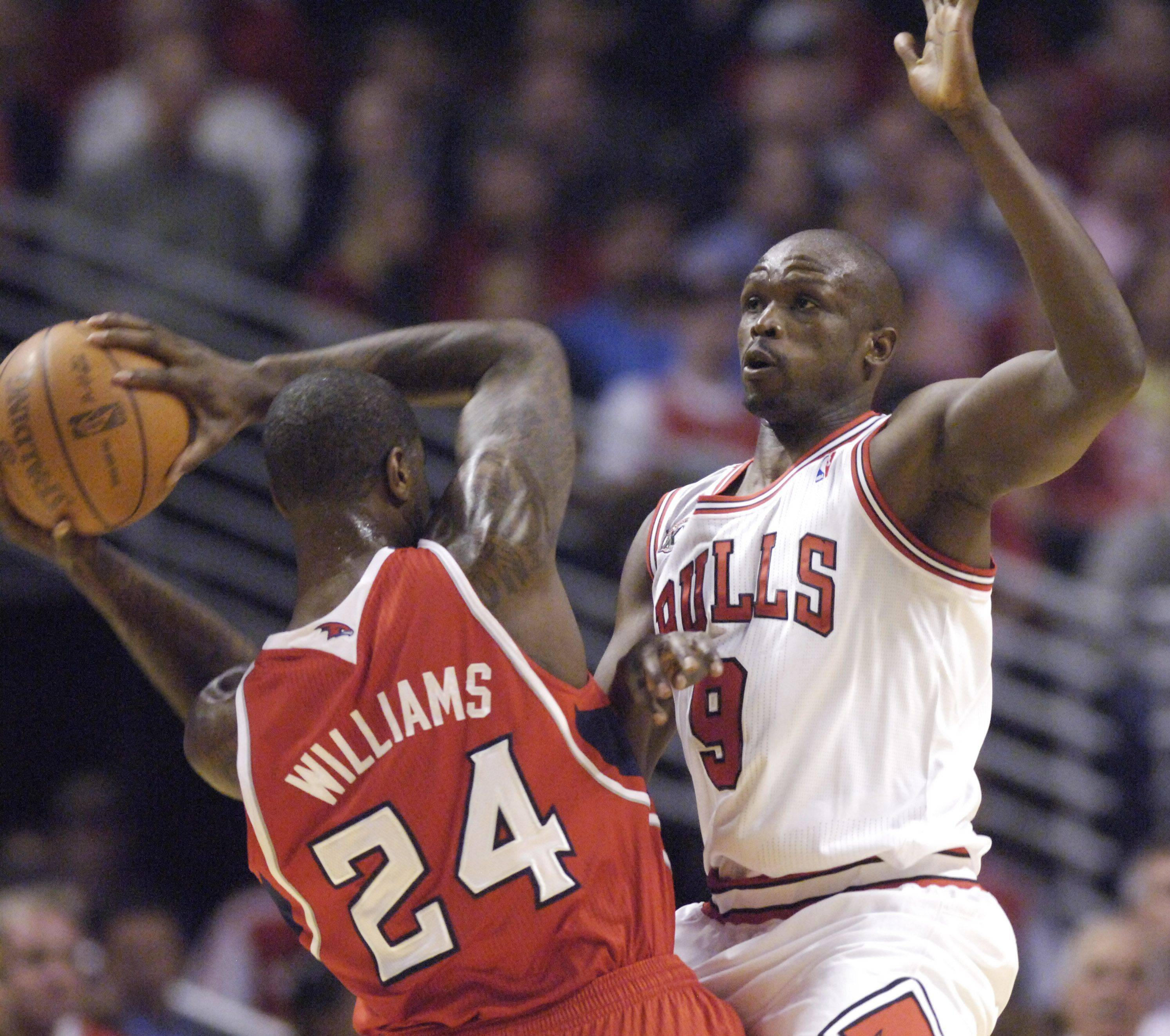 Luol Deng of the Bulls closely guards Marvin Williams of the Hawks.