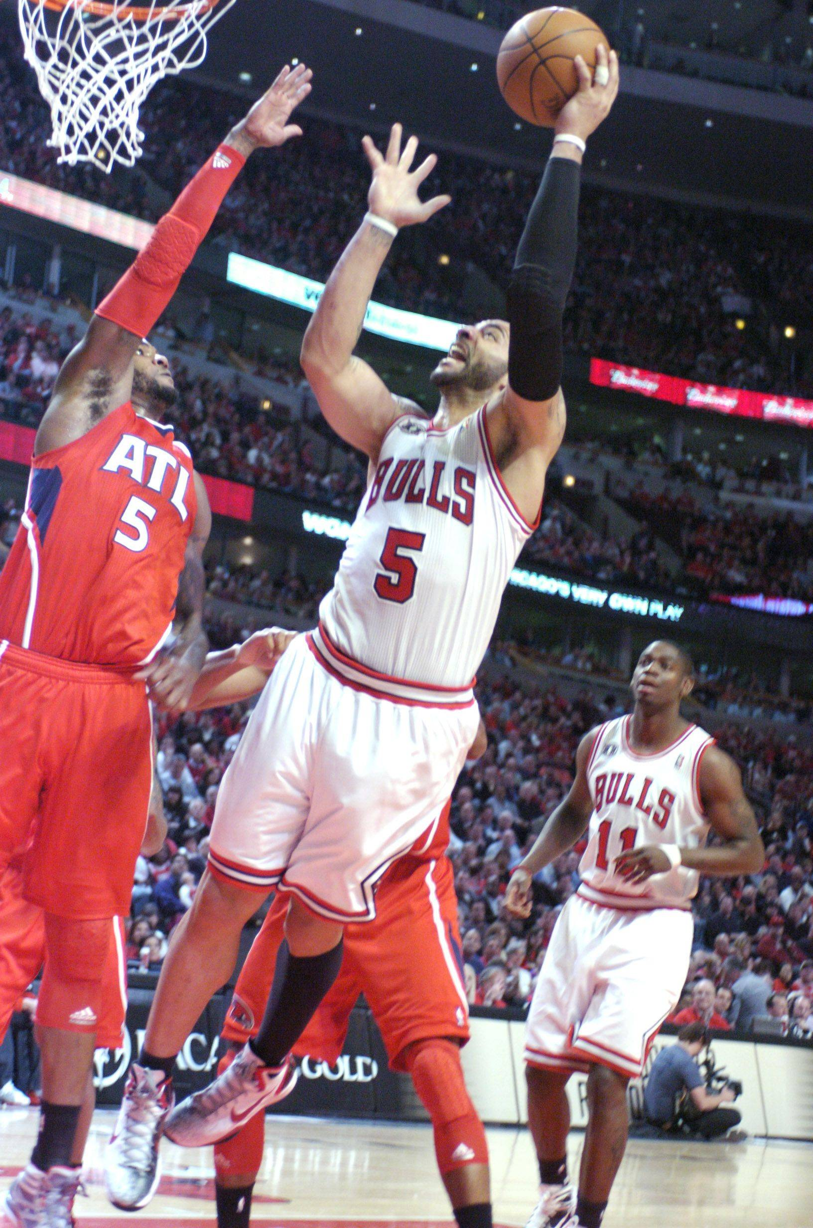 Carlos Boozer takes a shot against the defense of Josh Smith of the Hawks during Wednesday's game.