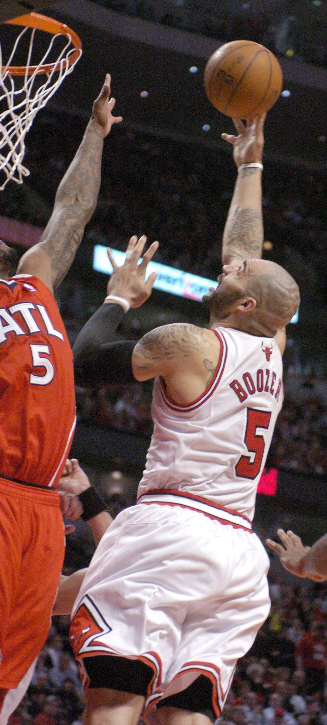 Carlos Boozer makes a shot in the low post Wednesday against the Hawks.
