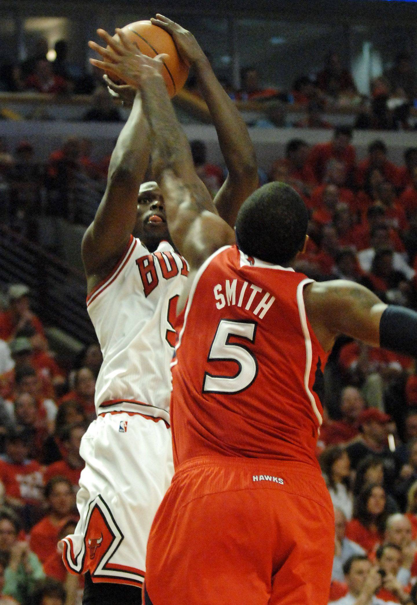 Luol Deng puts up a shot against Atlanta's Josh Smith at the United Center Tuesday.