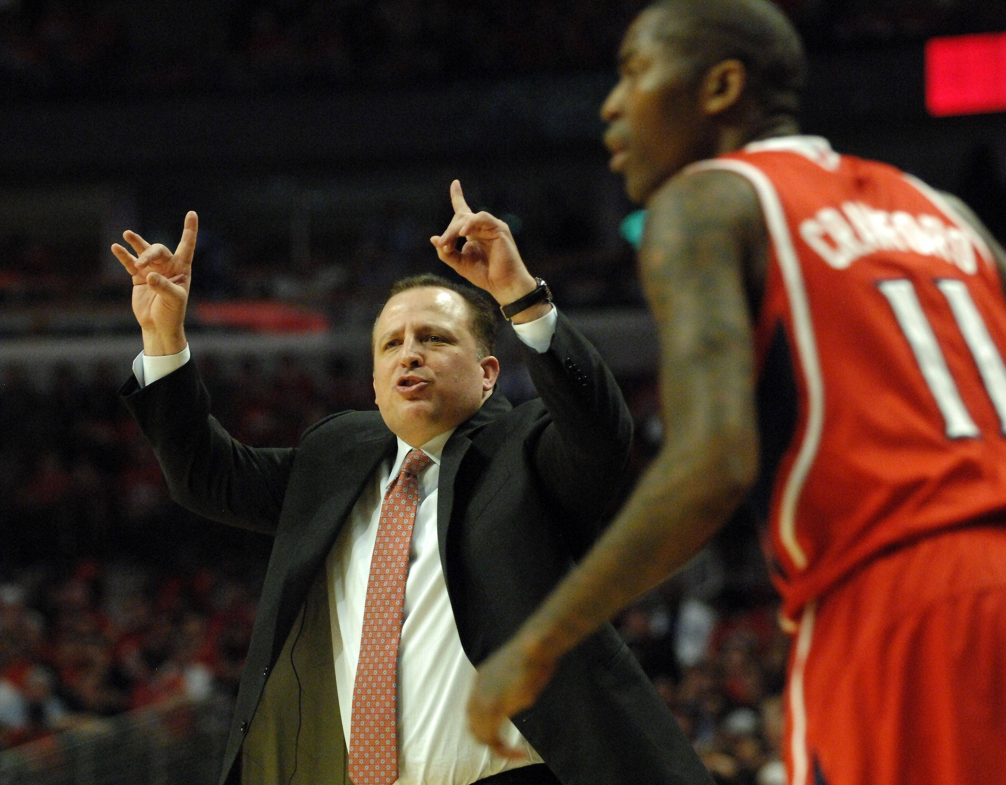 Chicago Bulls head coach Tom Thibodeau gives instructions in the Eastern Conference semifinals at the United Center Tuesday.