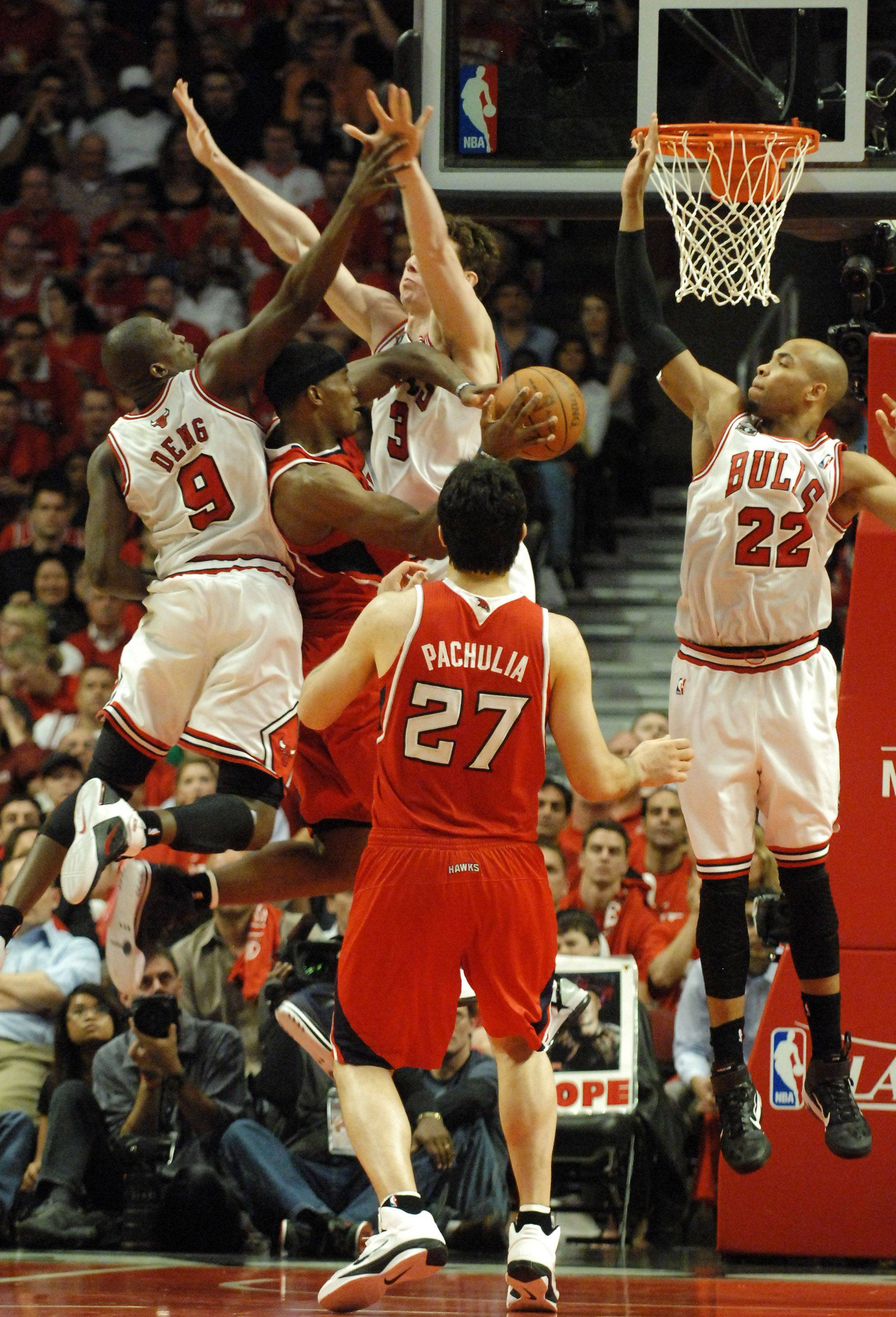 Atlanta Hawks shooting guard Joe Johnson is suffocated as the Bulls clog the lane and force a turnover at the United Center in Chicago Tuesday.
