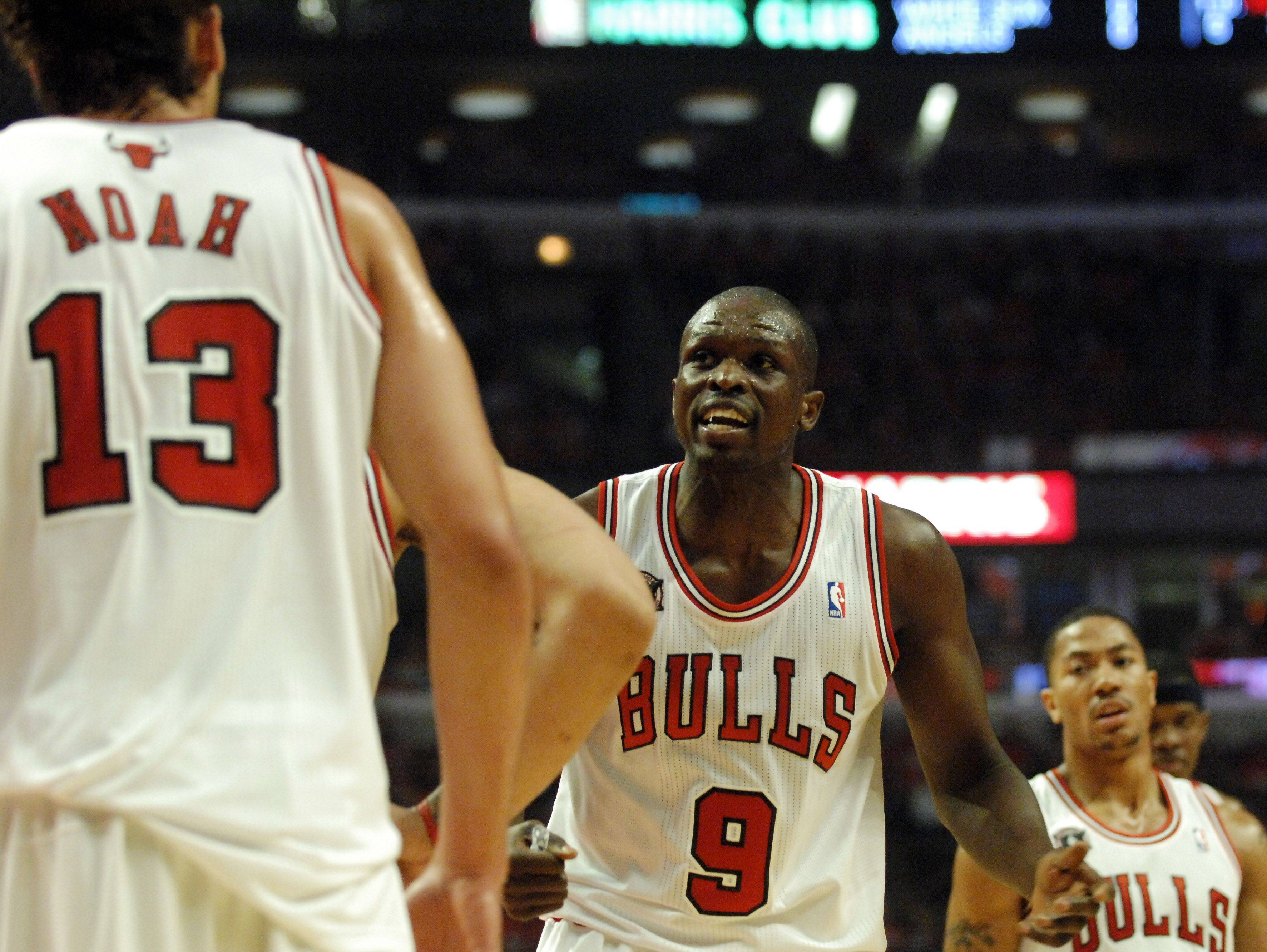 Luol Deng urges his teammates to stiffen up on defense in the first quarter in Chicago Tuesday.