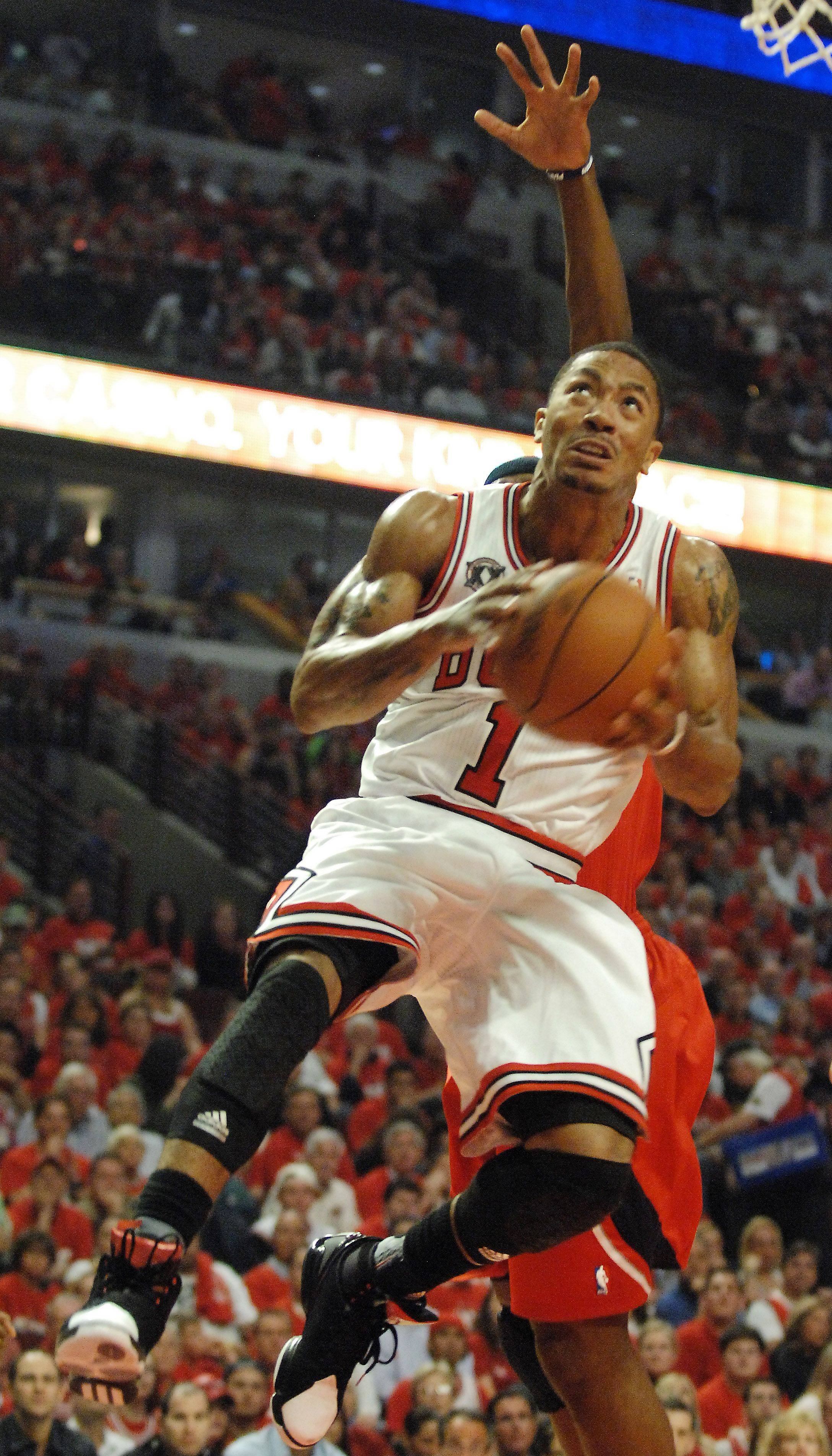 Bulls guard Derrick Rose drives to the hoop at the United Center in Chicago Tuesday.