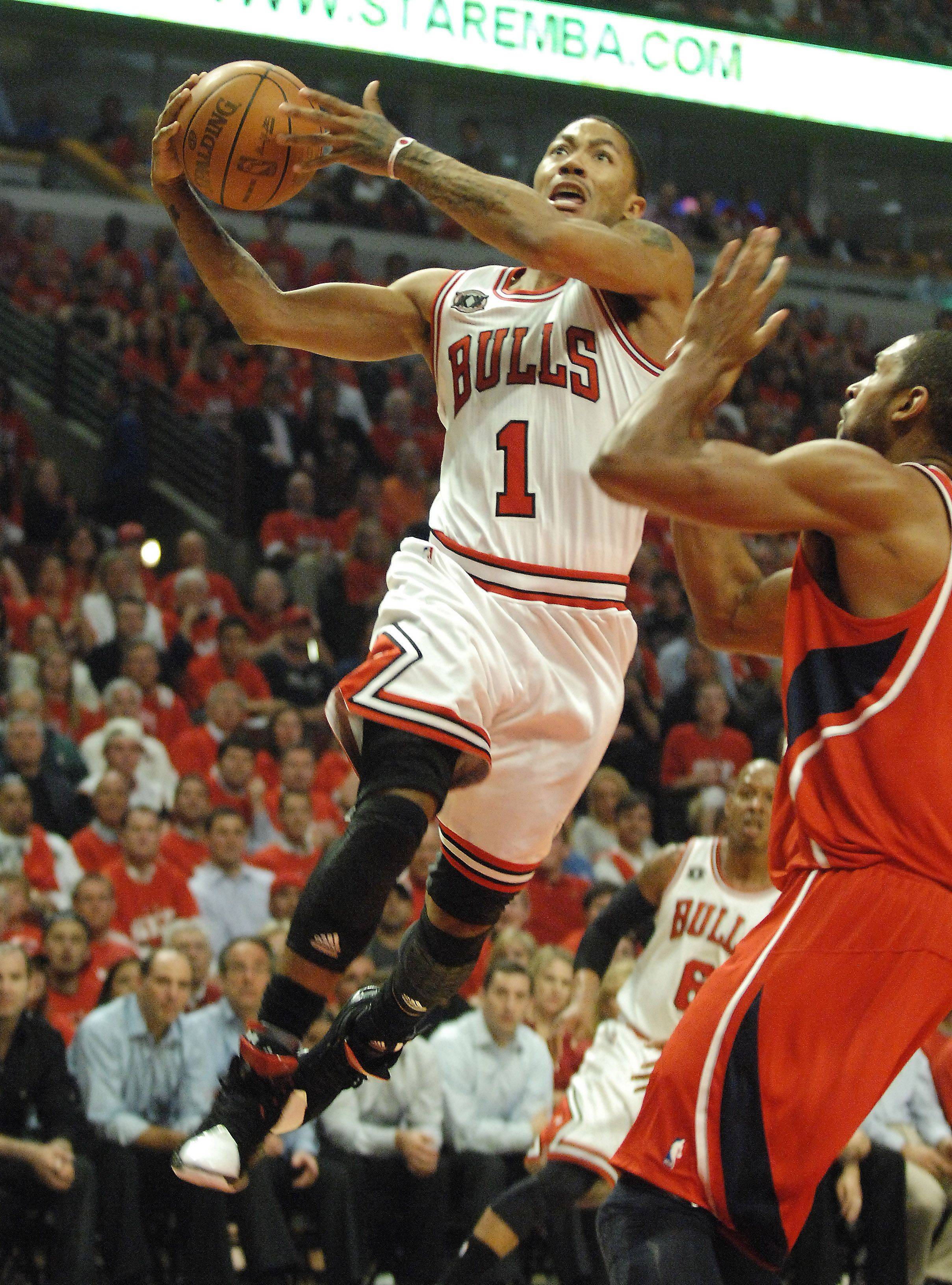 Guard Derrick Rose drives to the hoop at the United Center in Chicago Tuesday.
