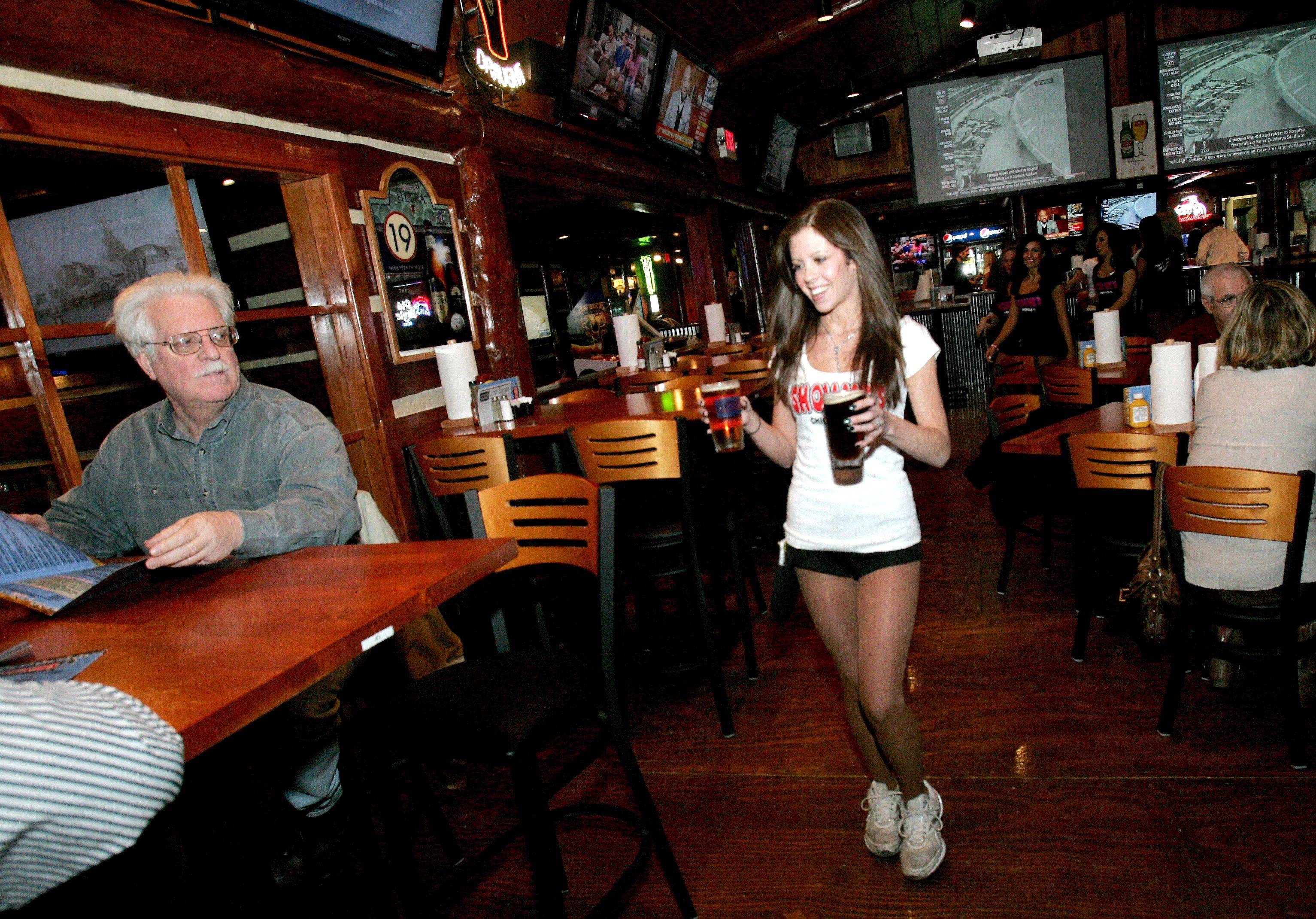 Naperville Show-Me's gets longer hours, maybe outside seating