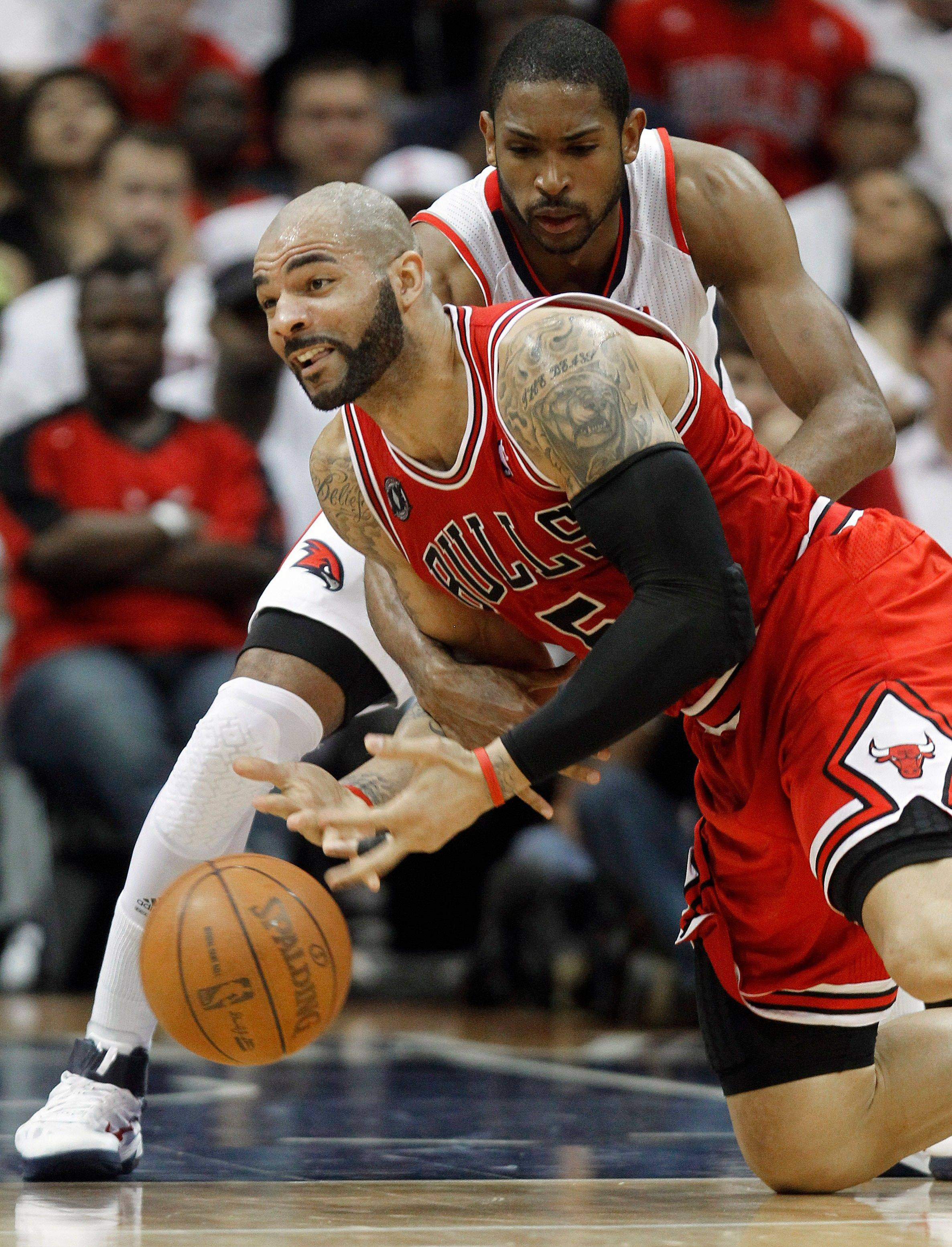 Chicago Bulls forward Carlos Boozer battles Atlanta Hawks forward Al Horford for a loose ball in the second quarter of Game 6.