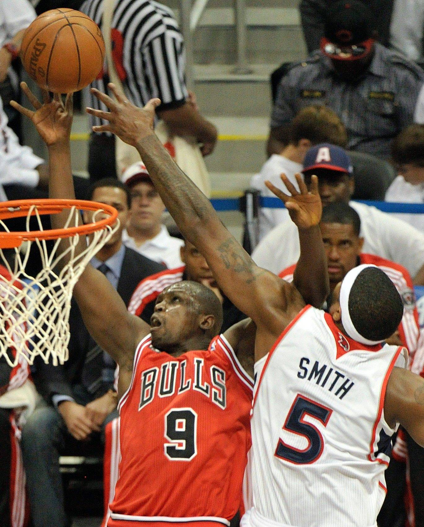 Chicago Bulls small forward Luol Deng shoots under pressure from Atlanta Hawks power forward Josh Smith in the first quarter Thursday.