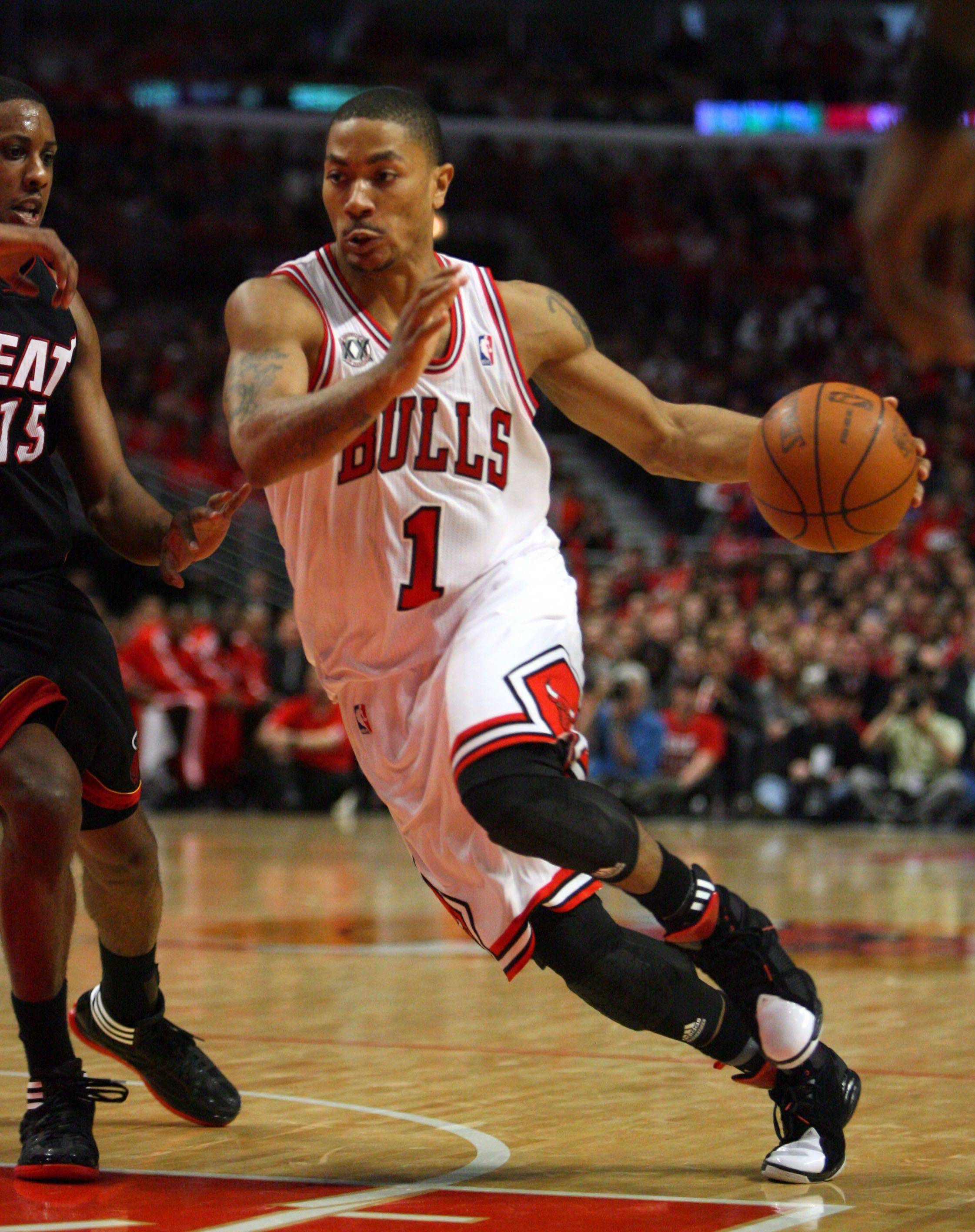 Chicago Bulls point guard Derrick Rose drives on Miami Heat point guard Mario Chalmers.