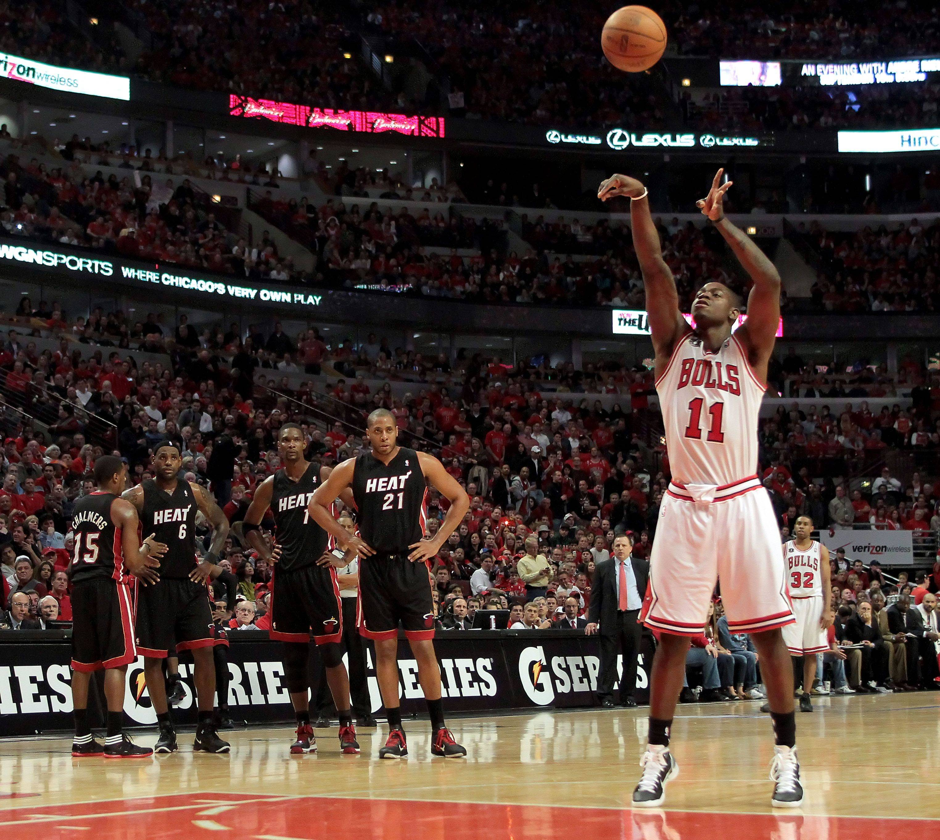 Chicago Bulls shooting guard Ronnie Brewer shoots a technical foul during game one.