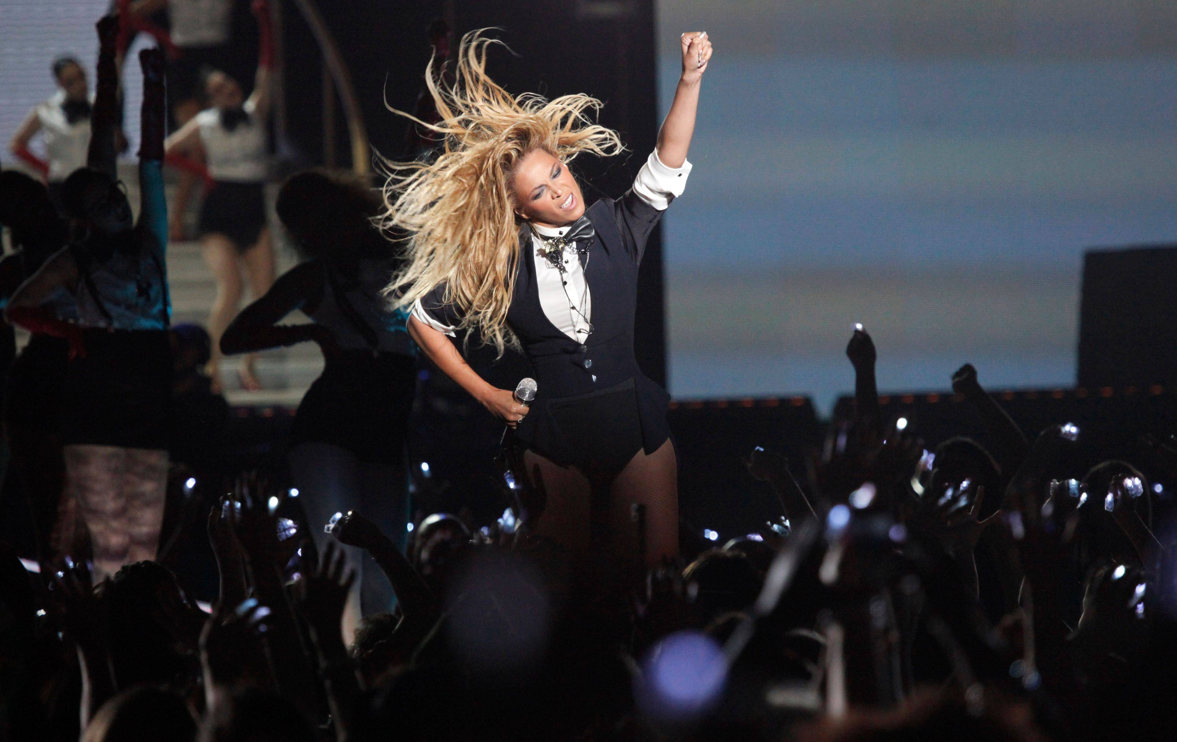 "Beyonce performs during a double-taping of ""Surprise Oprah! A Farewell Spectacular,"" Tuesday in Chicago."