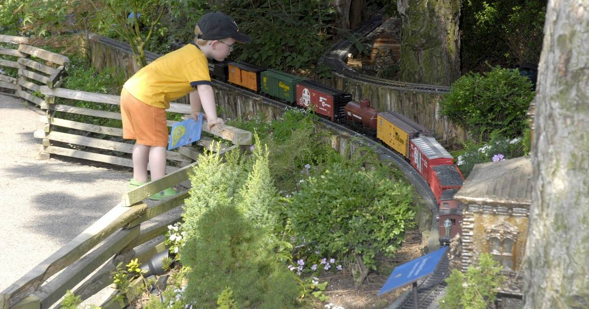 Botanic Garden 39 S Train Exhibit Chugs Along