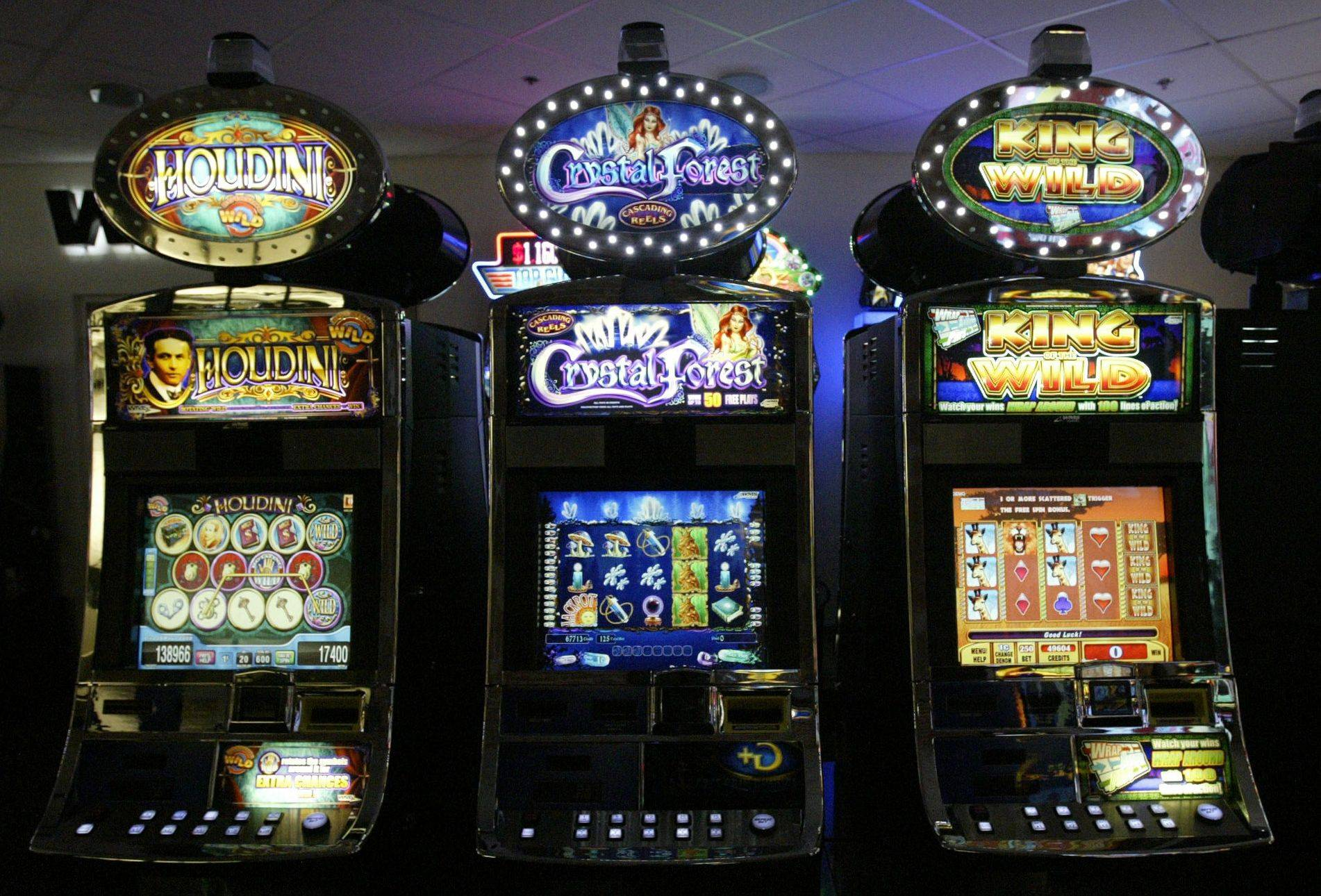 Adding slot machines at Arlington Park in Arlington Heights is still simmering in Springfield.