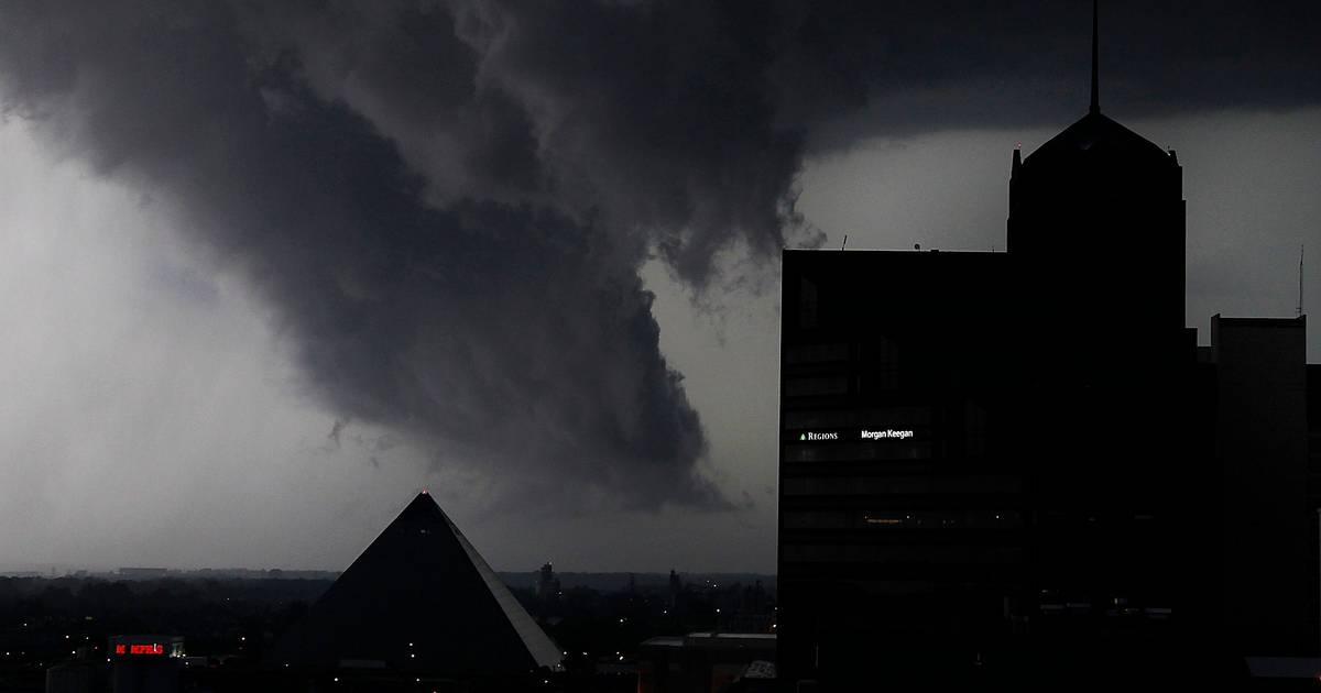 Powerful storms pound Midwest states