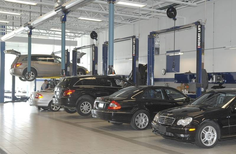 Mercedes on the move in st charles for Mercedes benz dealership locations