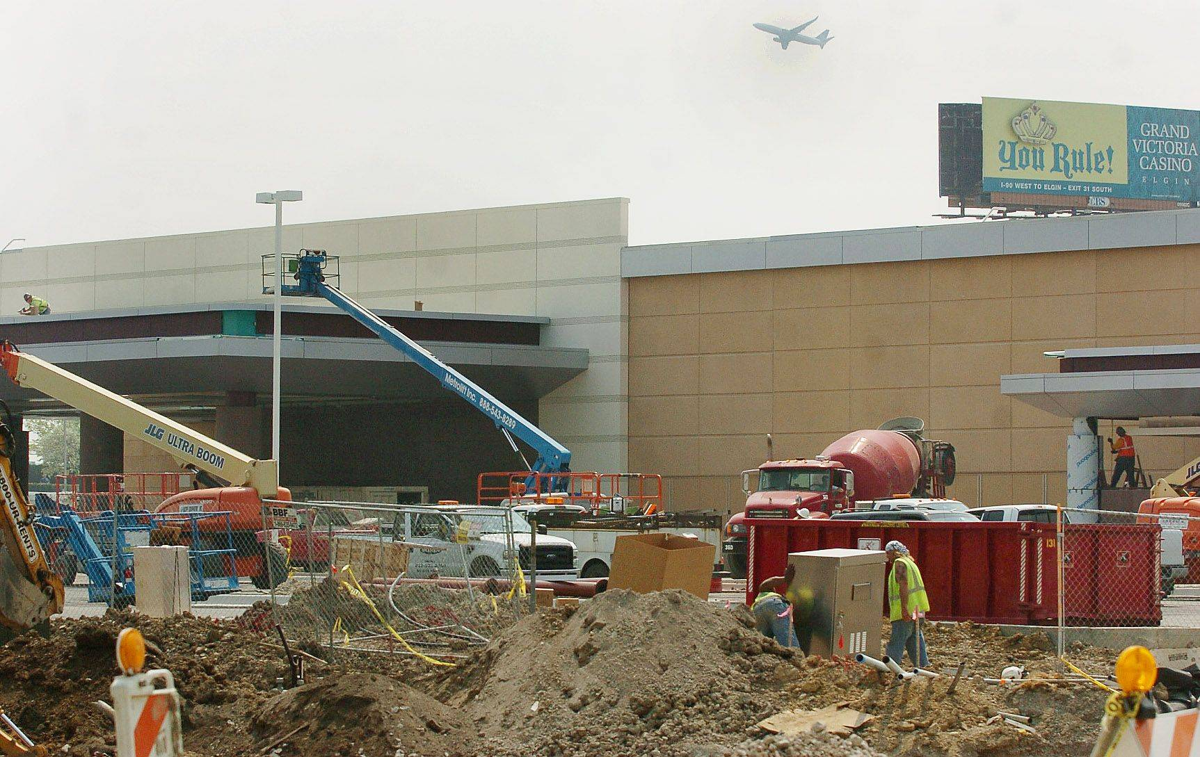 Bob Chwedyk/bchwedyk@dailyherald.com Construction of Des Plaines casino.