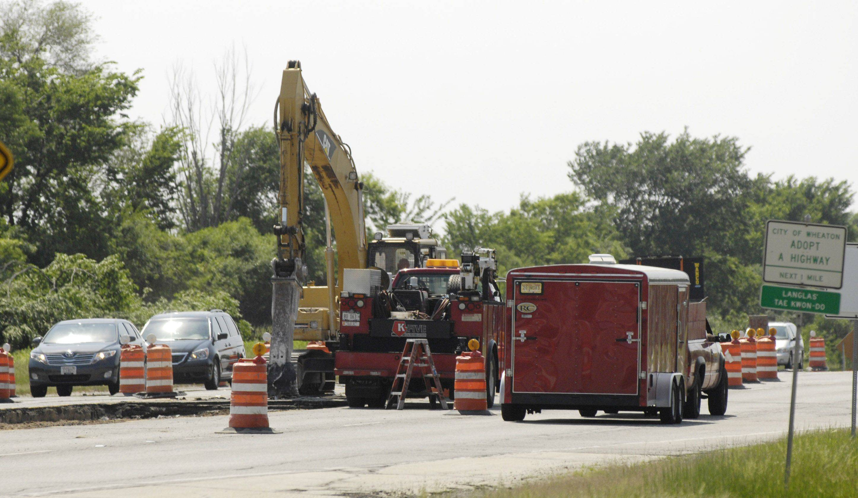 Construction at Naperville and Butterfield roads is one of many projects statewide that will halt if lawmakers don't return to Springfield to approve a capital budget, Gov. Pat Quinn said Monday.