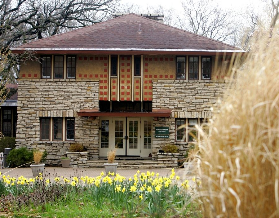 The Fox River Country Day School was noted for its prairie-style architecture. The school announced Tuesday it is closing after 98 years because it was unable to raise enough money to continue operating.