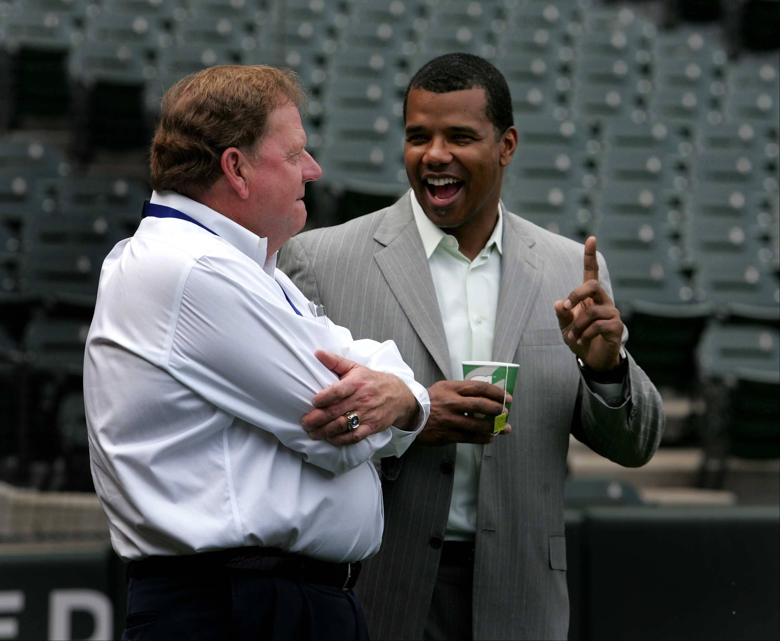 Chicago Cubs general manager Jim Hendry, left, chats with Chicago White Sox general manager Ken Williams before the Crosstown Classic Monday at U.S. Cellular Field.