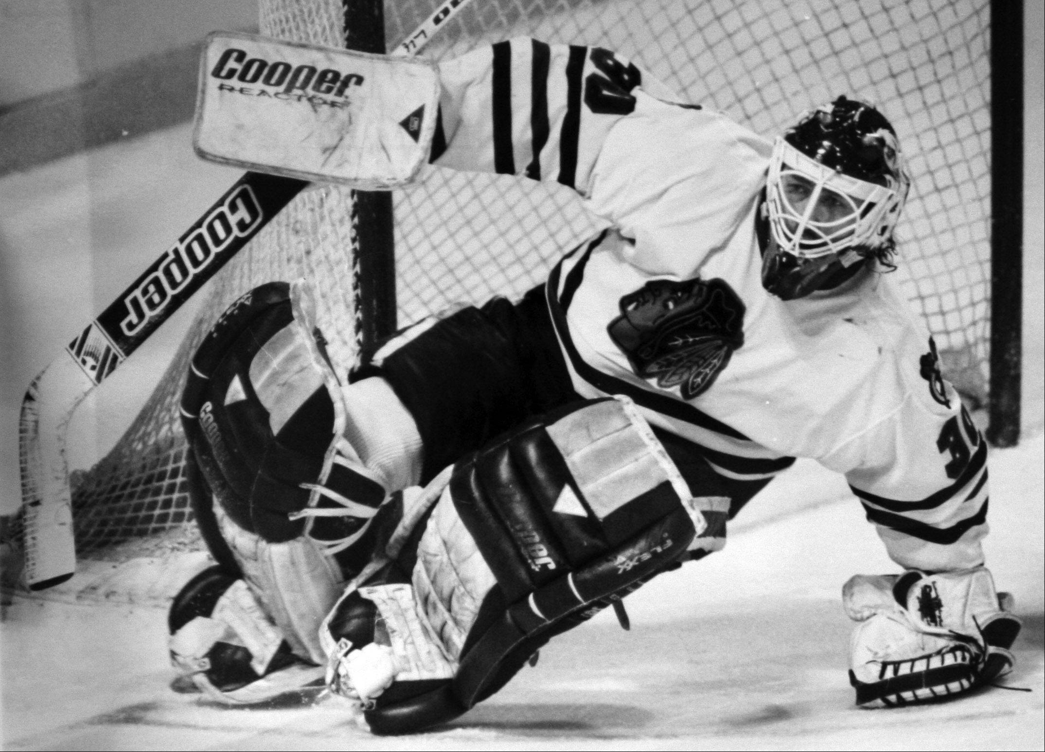 Blackhawks goalie Ed Belfour moves into position against the Los Angeles Kings at Chicago Stadium on April 11, 1994.