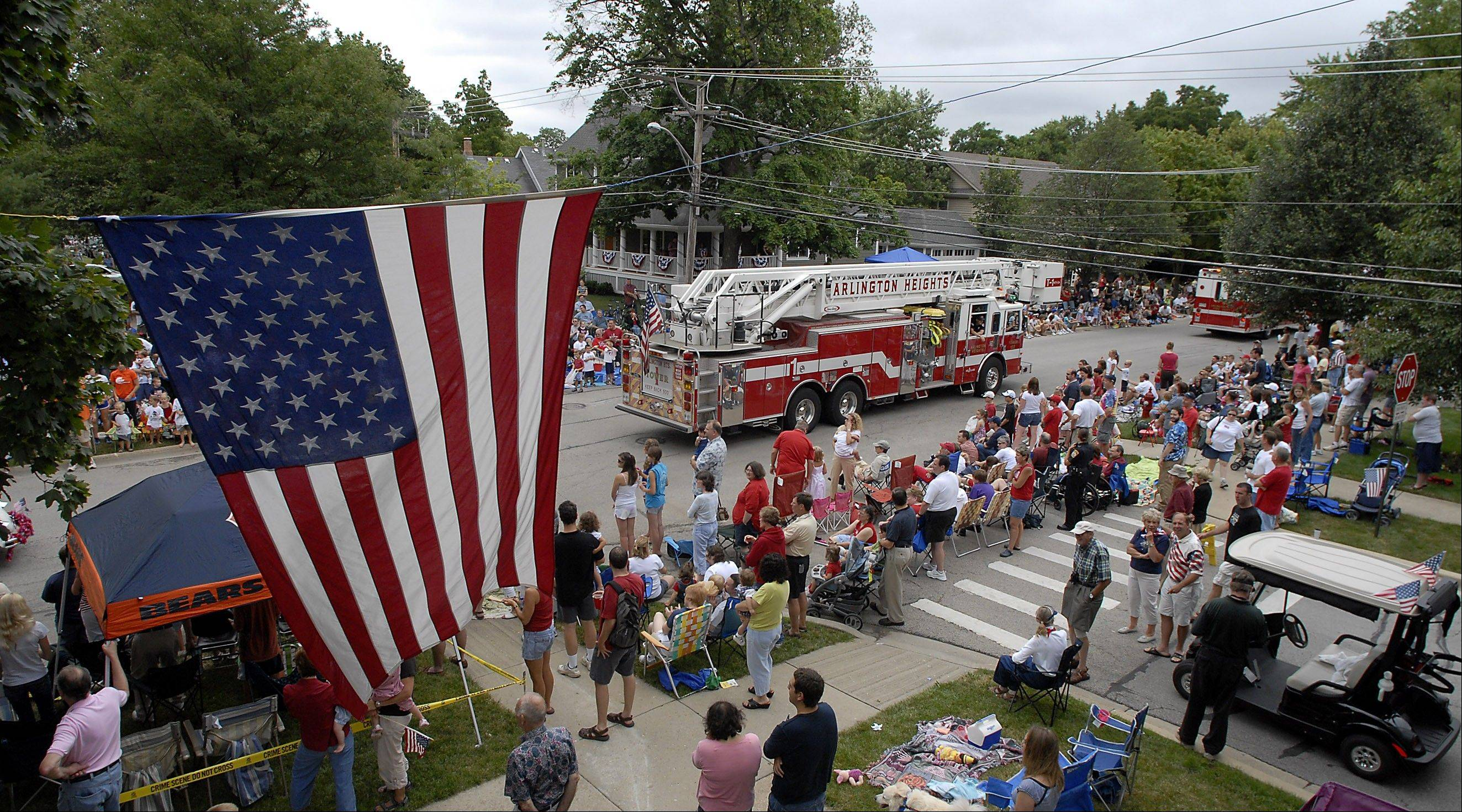 DAILY HERALD FILE PHOTOA previous year's Arlington Heights parade rolls along in front of the usual huge crowds.