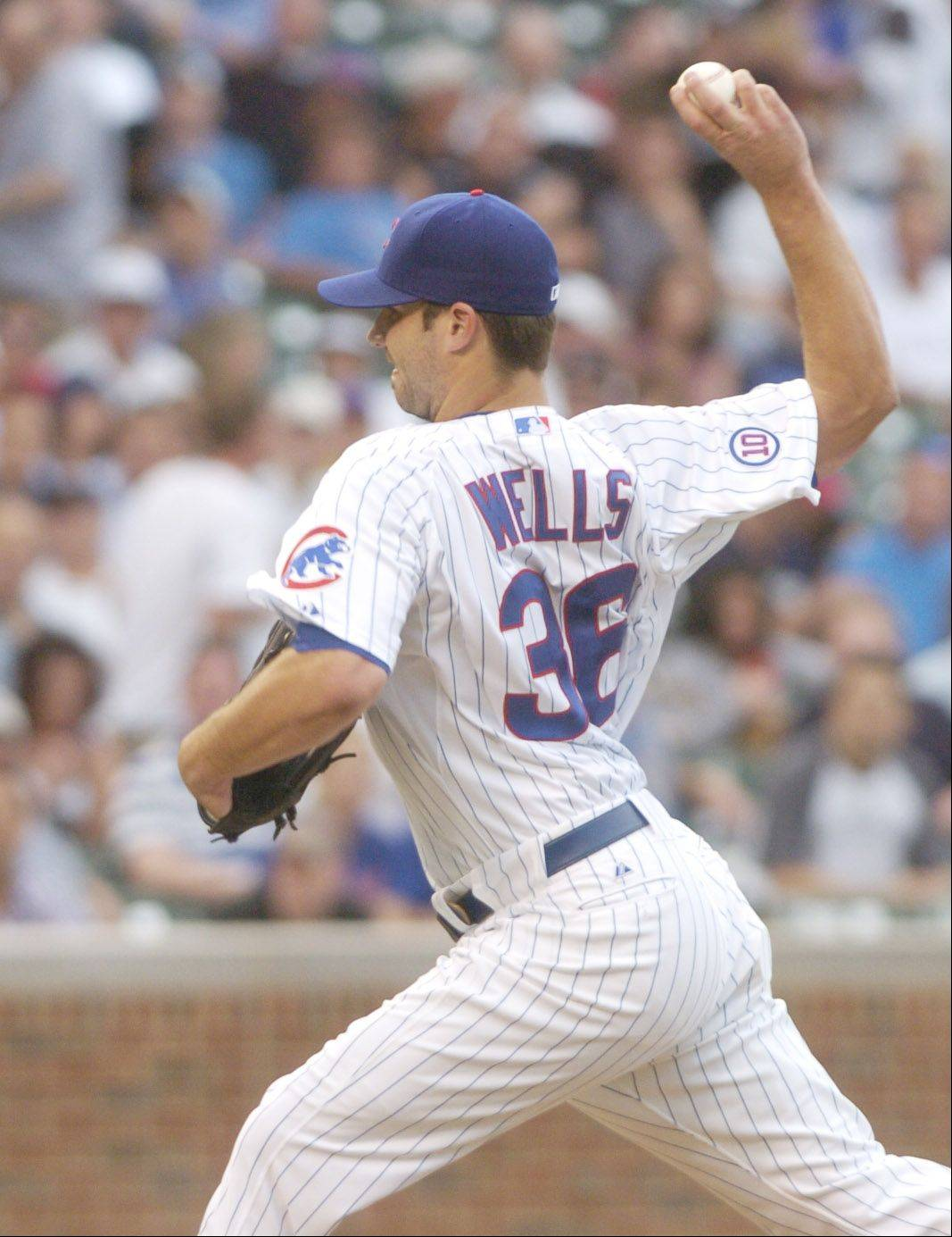 Cubs starting pitcher Randy Wells delivers against the White Sox at Wrigley Field Friday.