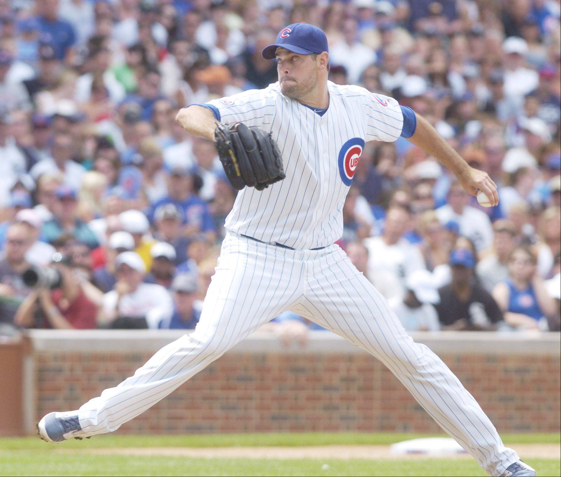 Sean Marshall of the Cubs pitches during the eighth inning against the White Sox Sunday.