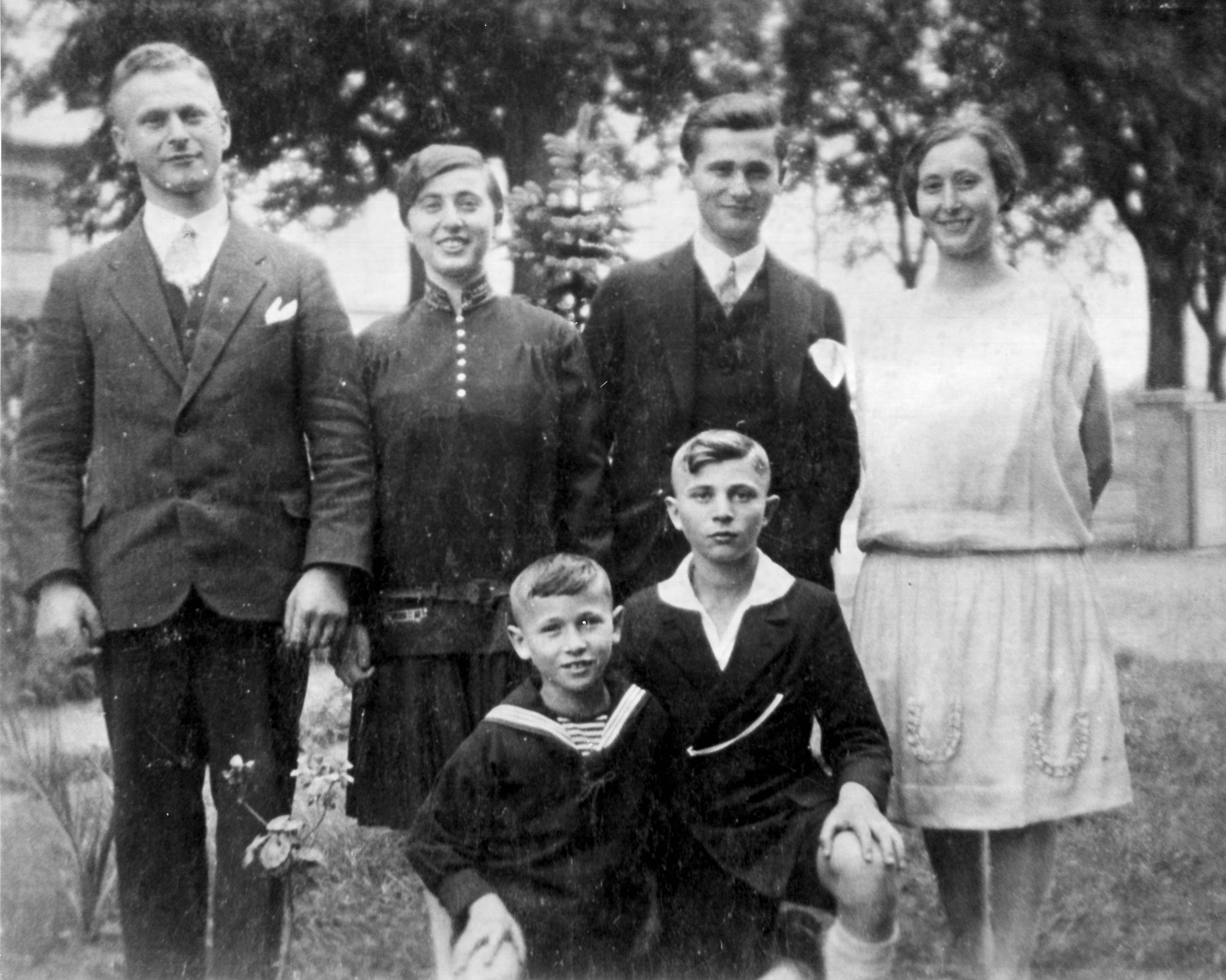The six Klaber children around 1928-1930: Herbert, front left, and Erich; in back, Willi, left, Erna, Albert and Betti.