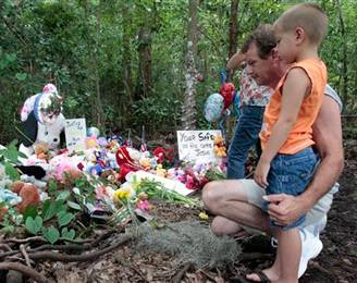 Alan Holt and his grandson Mark Likins, of Thomasville, Ga., visit the memorial of Caylee Anthony.