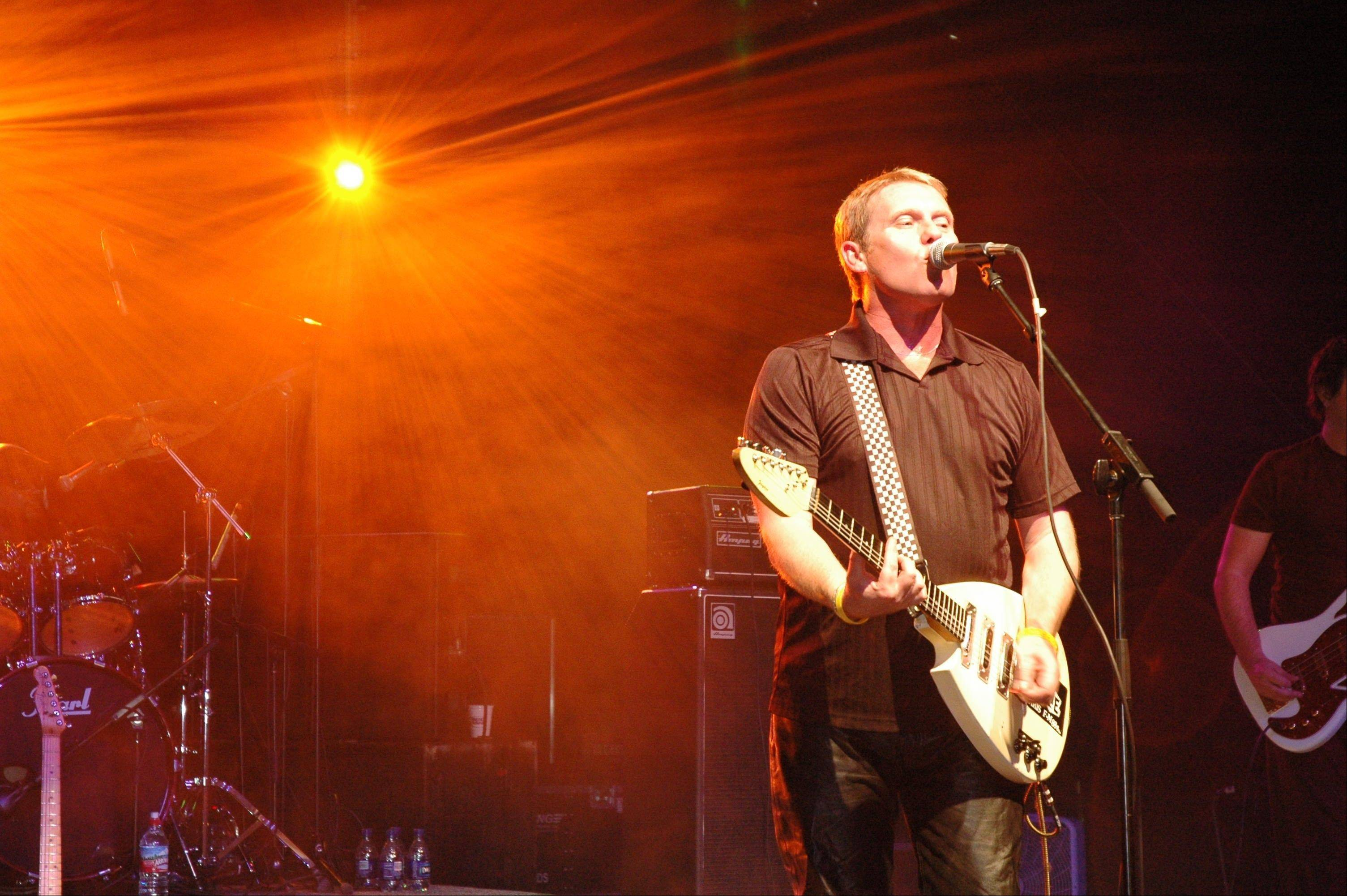 Dave Wakeling, lead singer of The English Beat, will try to get the crowds dancing during two suburban shows this weekend.