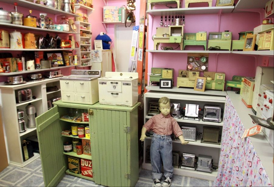Chicago store specializes in retro kitchenware