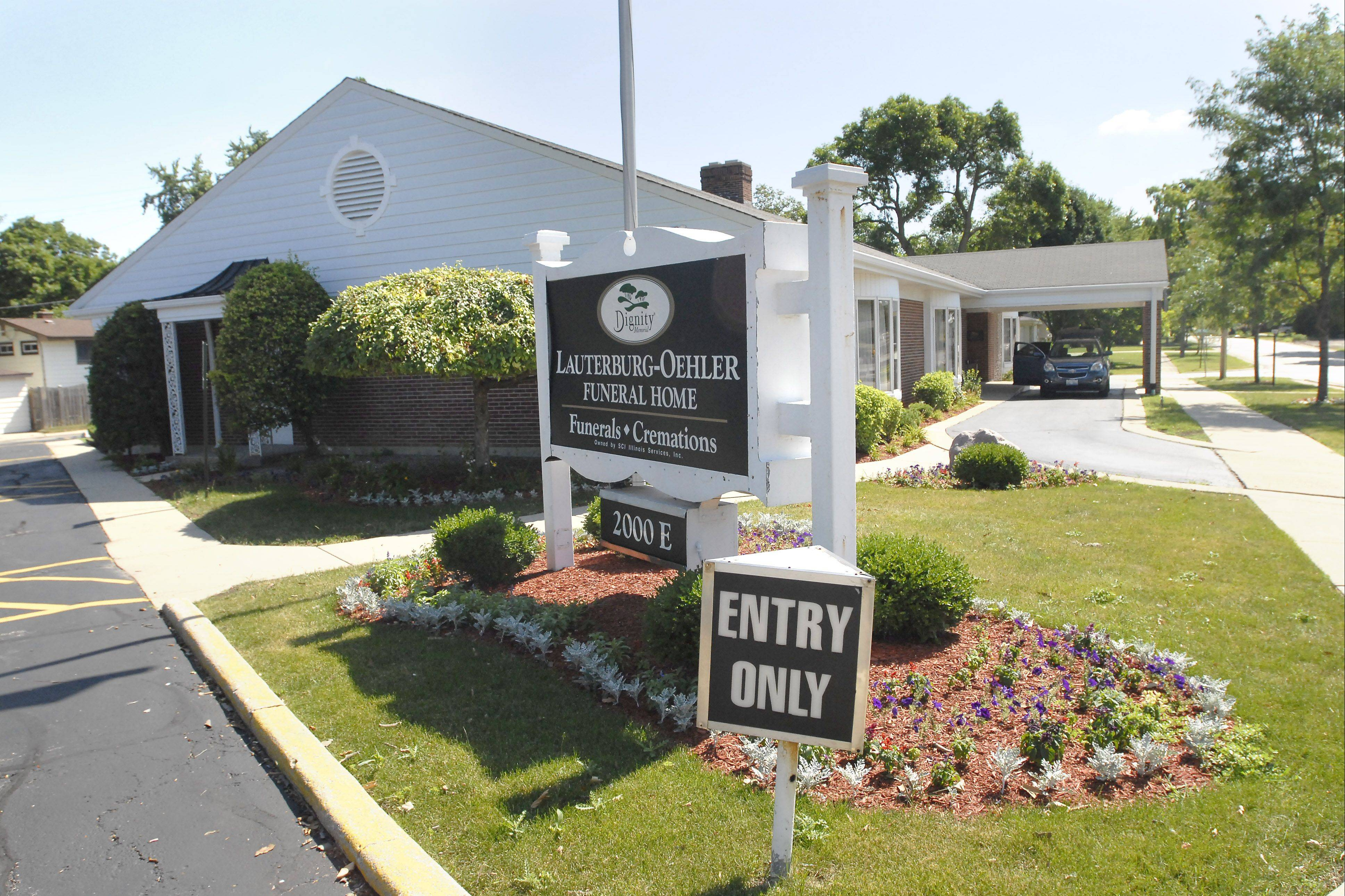 A planned strike of the Lauterburg-Oehler Funeral Home in Arlington Heights and three other suburban facilities was postponed Tuesday as workers and management reached a new three-year deal.