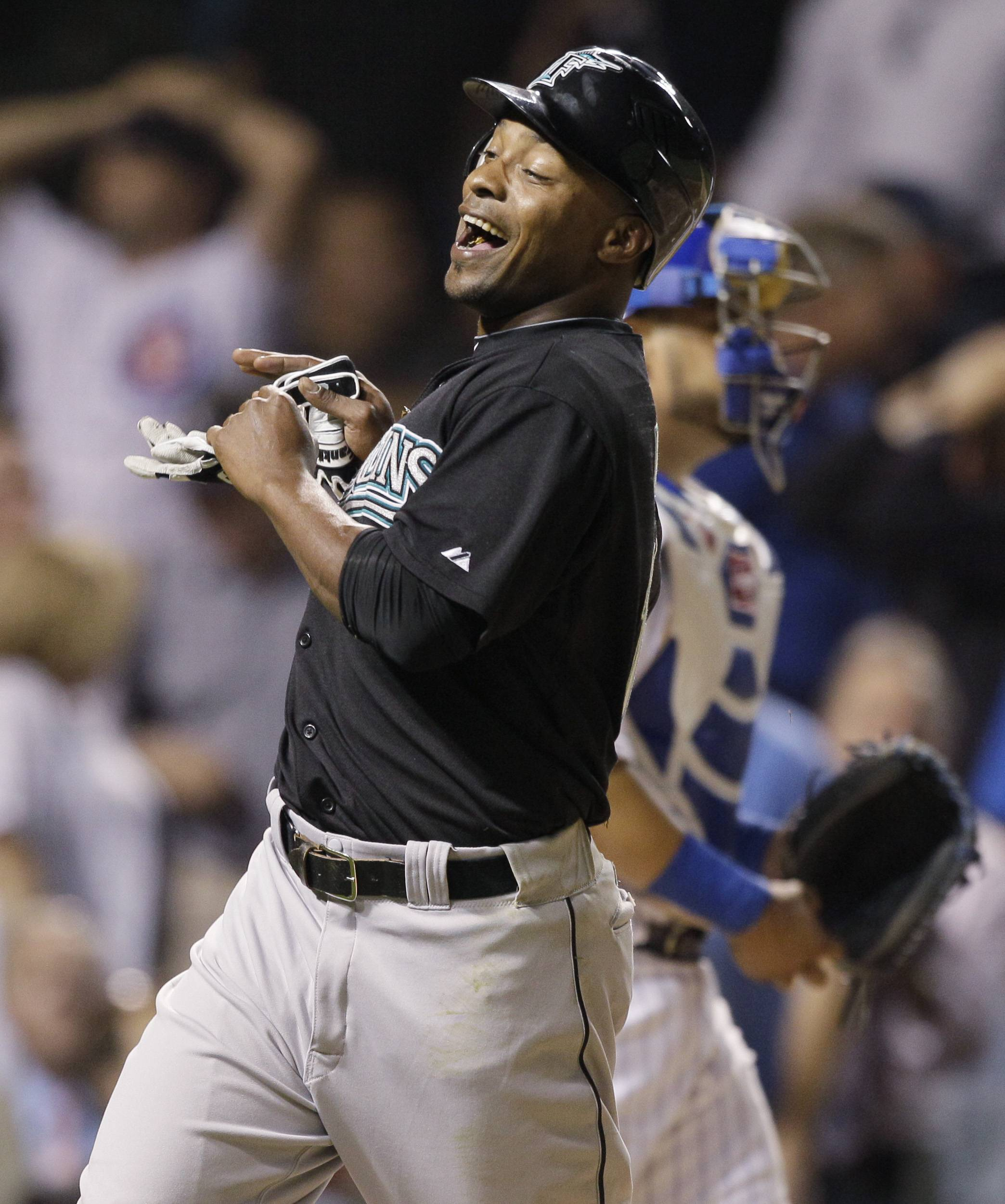 Marlins score 6 in ninth, beat Cubs 6-3