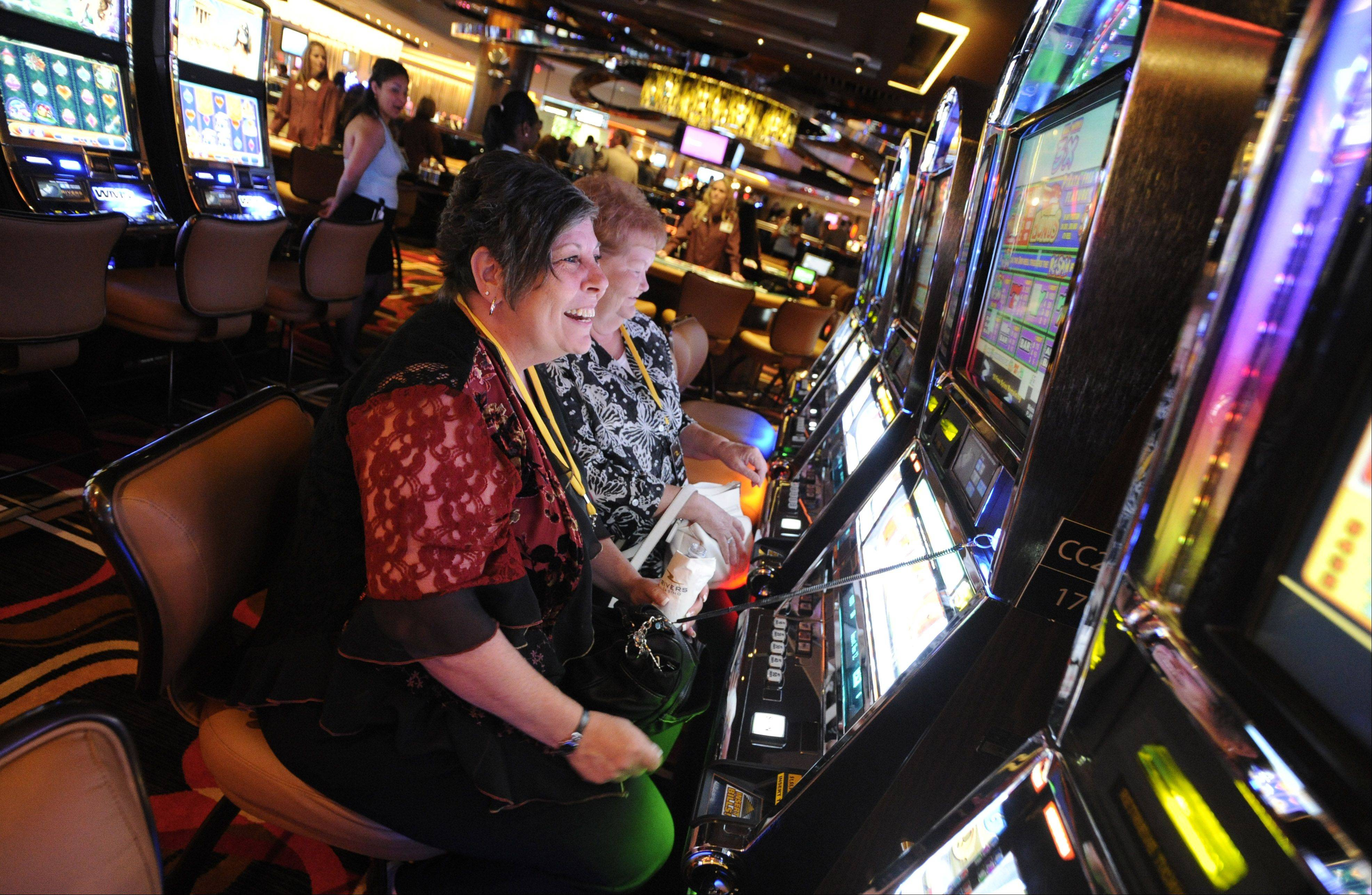 Karen Lingermuth of Niles plays the slots.