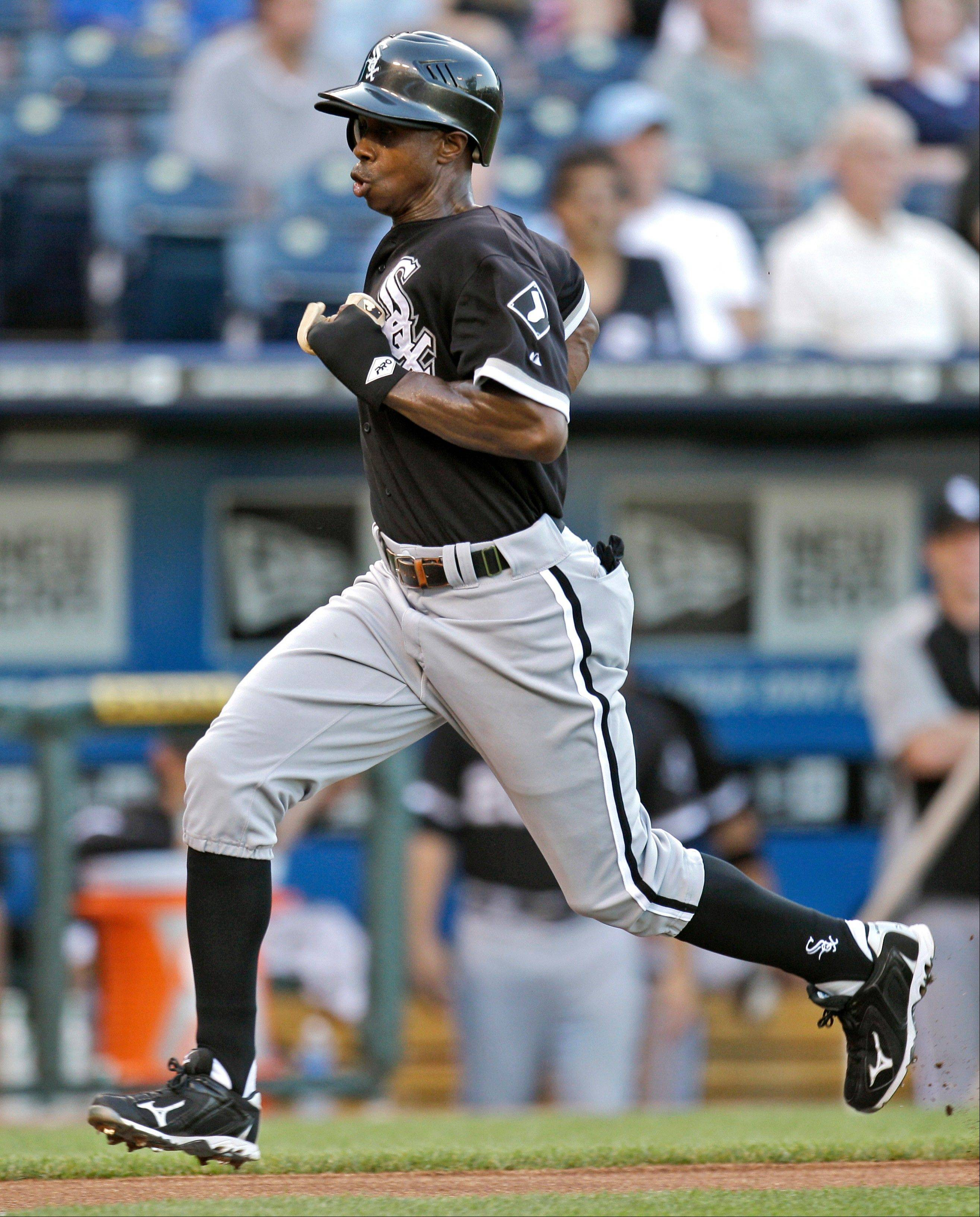 White Sox outfielder Juan Pierre runs home to score on a sacrifice fly by Alexei Ramirez during the first inning Monday in Kansas City.