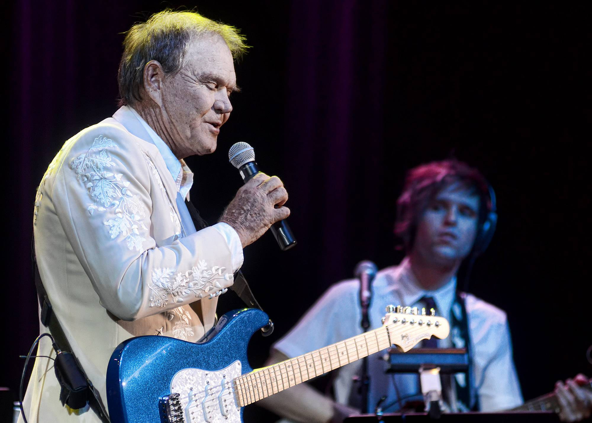 Glen Campbell's first performance since announcing he has Alzheimer's was largely a triumph. He performed Friday with his band, which includes many family members.