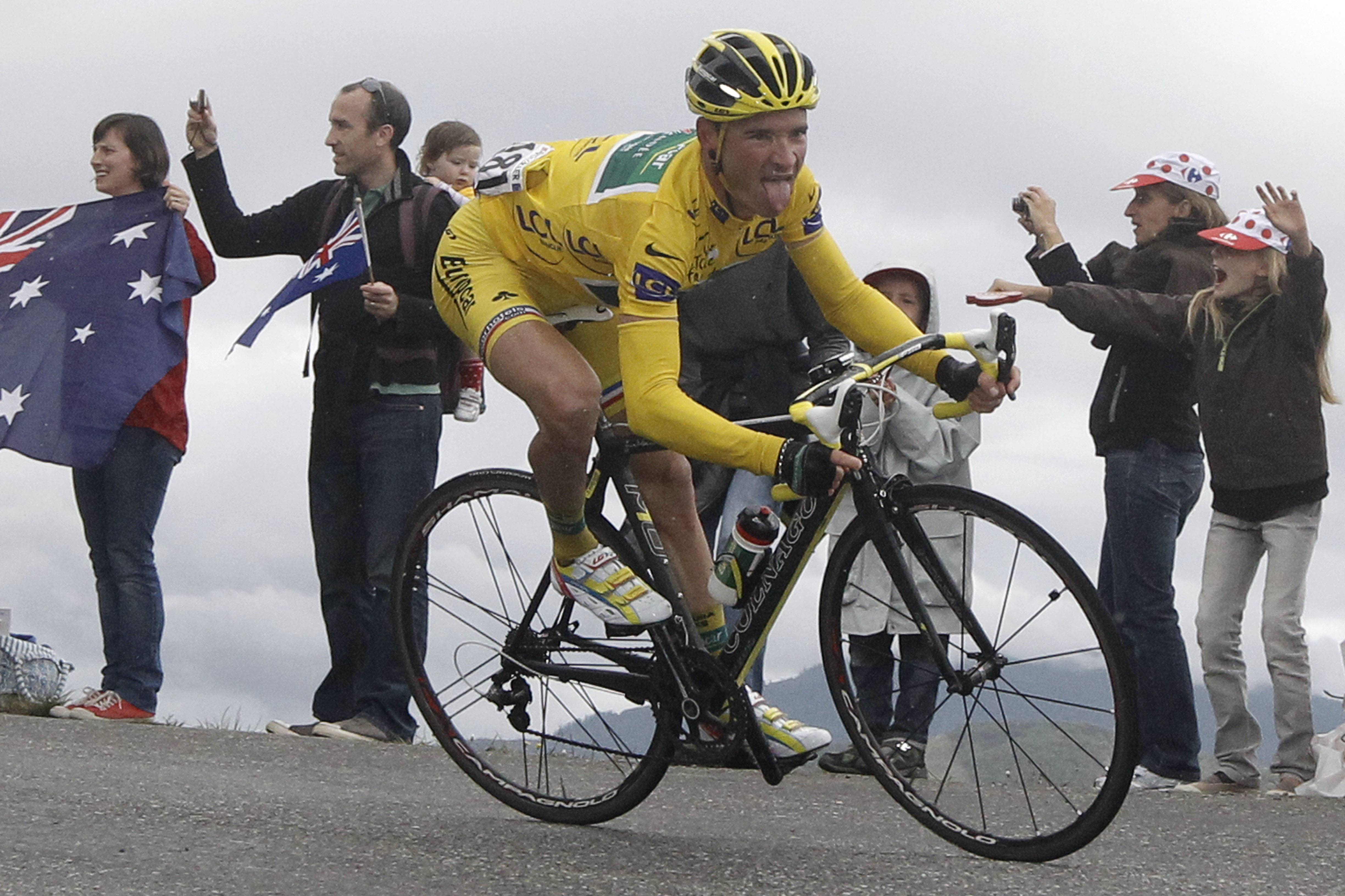 Contador attacks, gains on Tour leader Voeckler