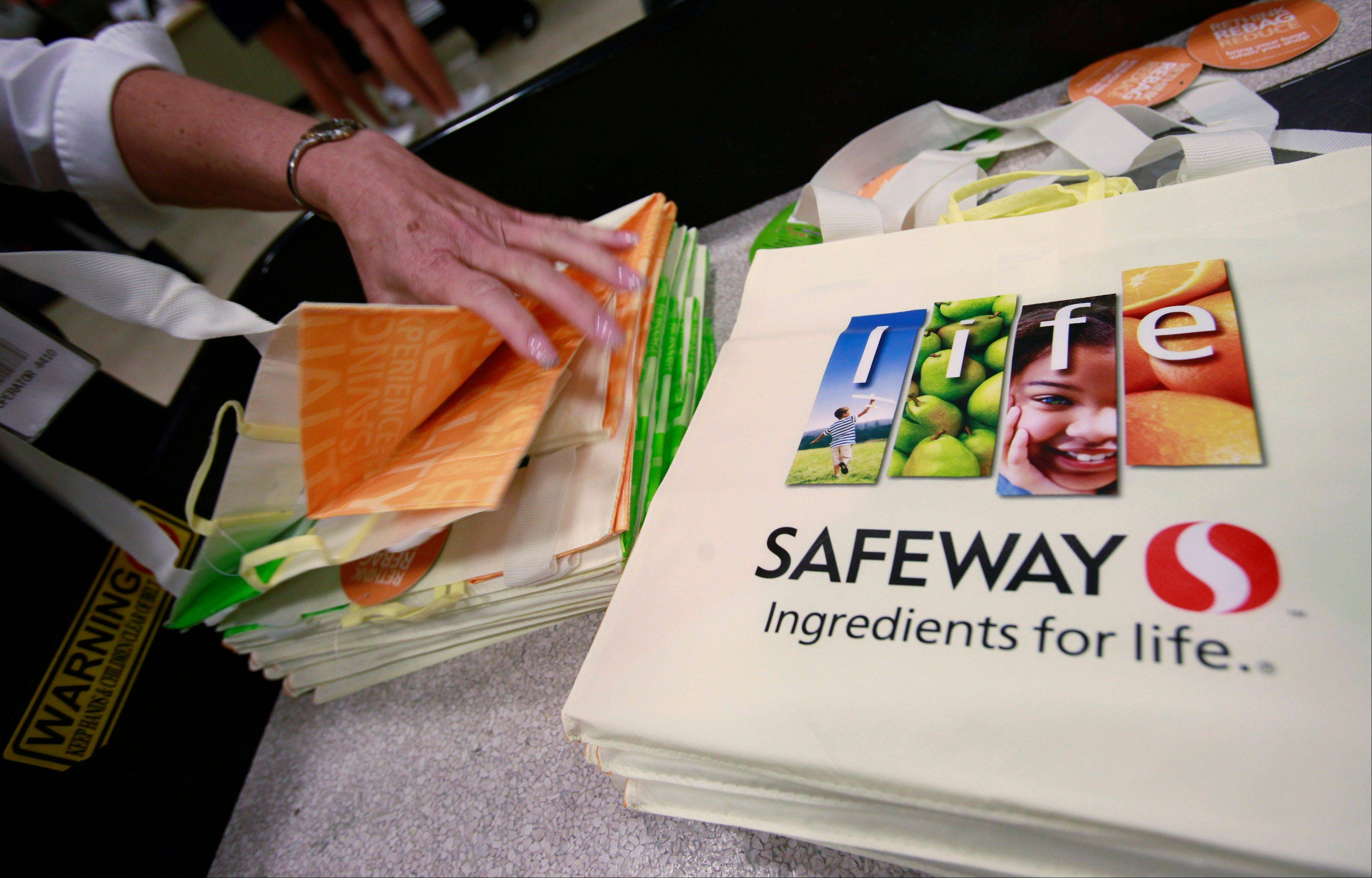 Safeway's second-quarter net income rose as higher selling prices and strong gas sales helped offset rising commodity costs. Safeway owns the Dominicks grocery store chain.