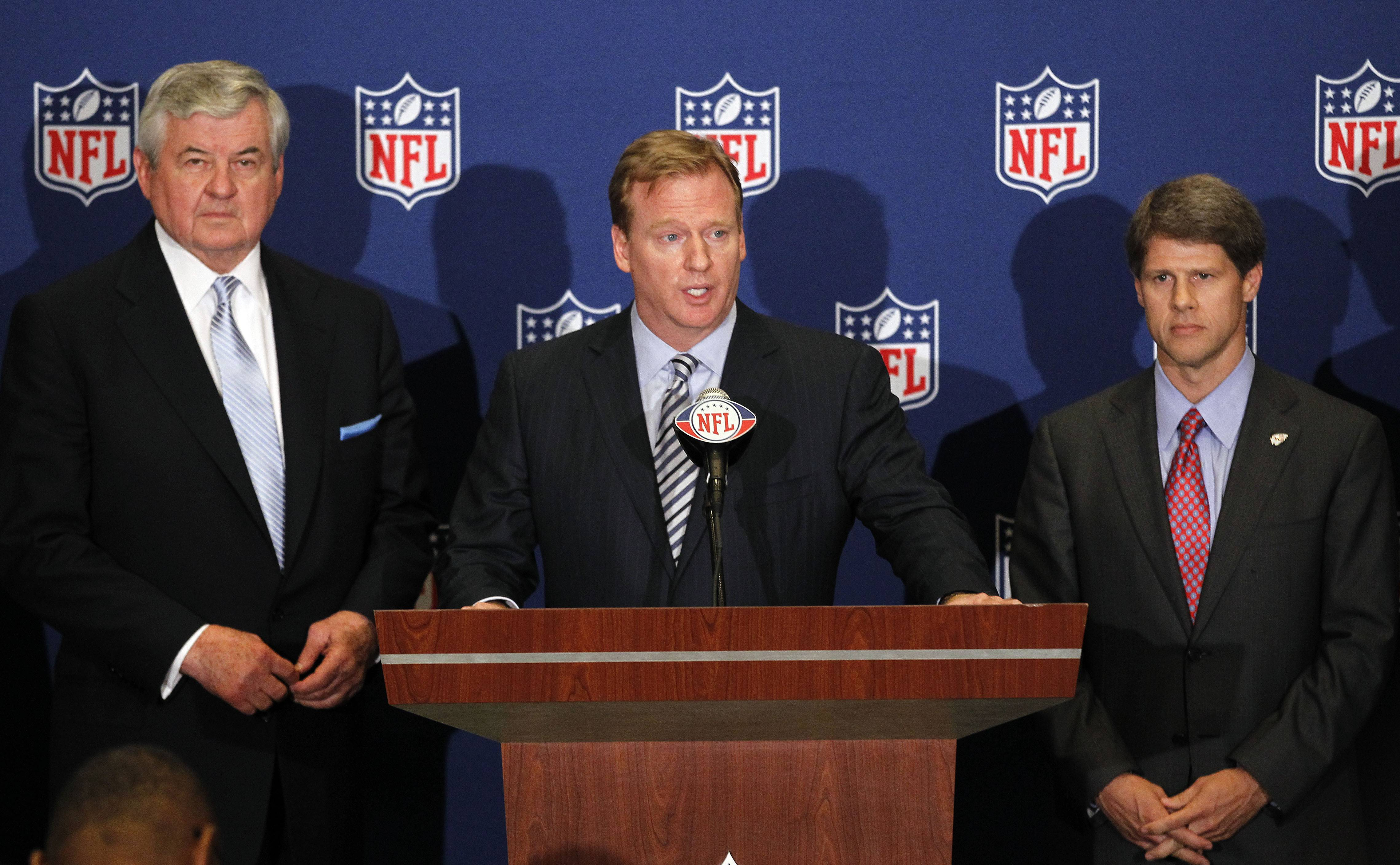 NFL football commissioner Roger Goodell, center, announces that NFL owners have agreed to a tentative agreement that would end the lockout pending the players approval on Thursday. Carolina Panthers owner Jerry Richardson, left, and Kansas City Chiefs owner Clark Hunt look on.