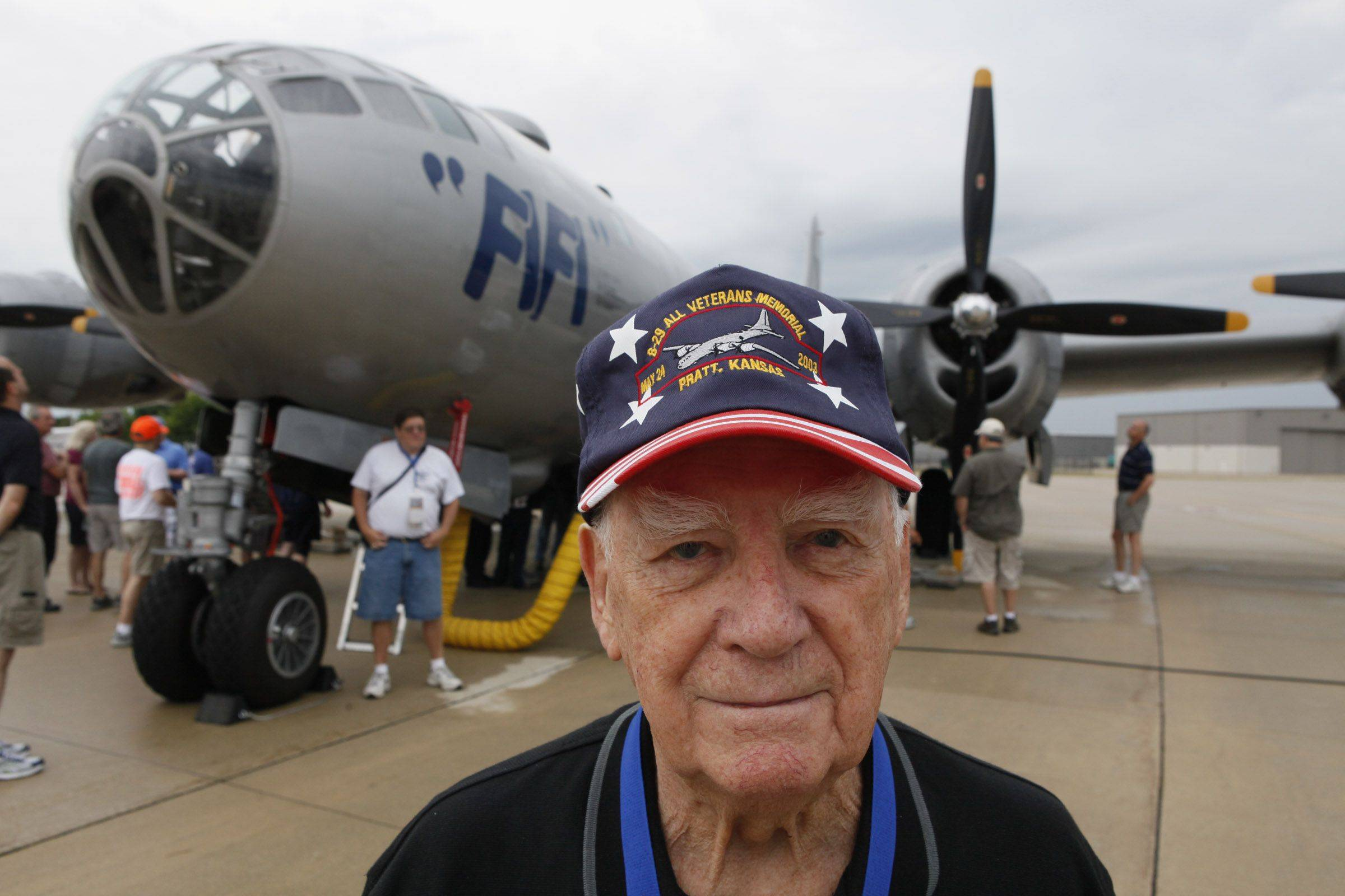 Vintage bomber draws crowds to DuPage Airport