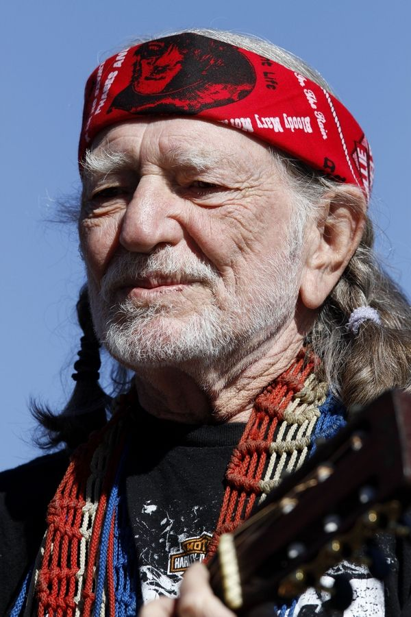 Willie Nelson waited out a rainstorm and vowed to play even if only one person remained in the grandstand.