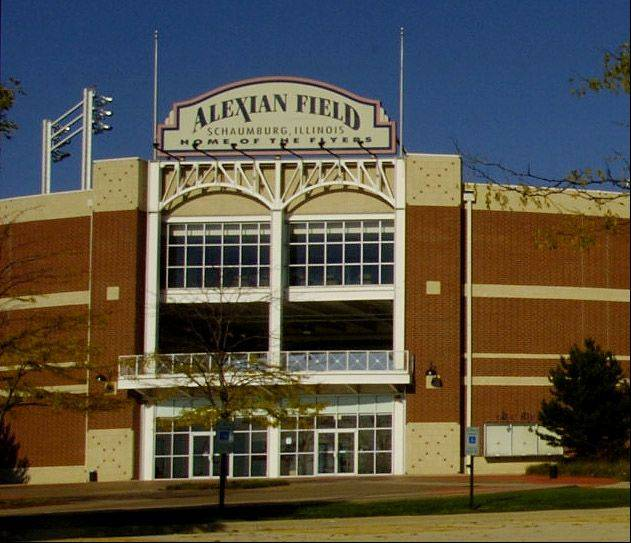 An operating agreement signed by Schaumburg officials Tuesday night makes a new baseball team the tenant of Alexian Field, where the Schaumburg Flyers played from 1999 to 2010.