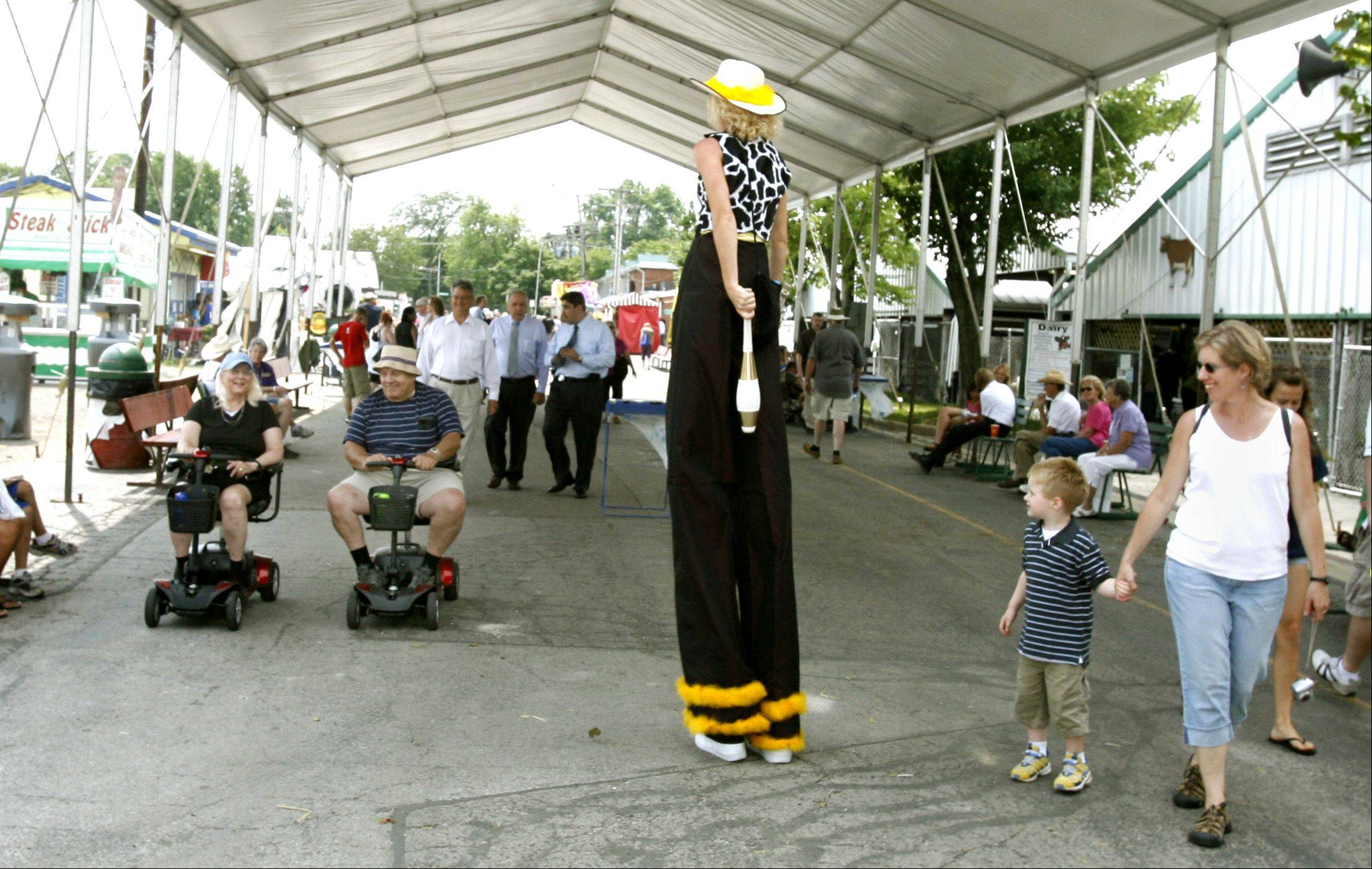 The juggling cowboy Carrie McQueen entertains fair-goers.