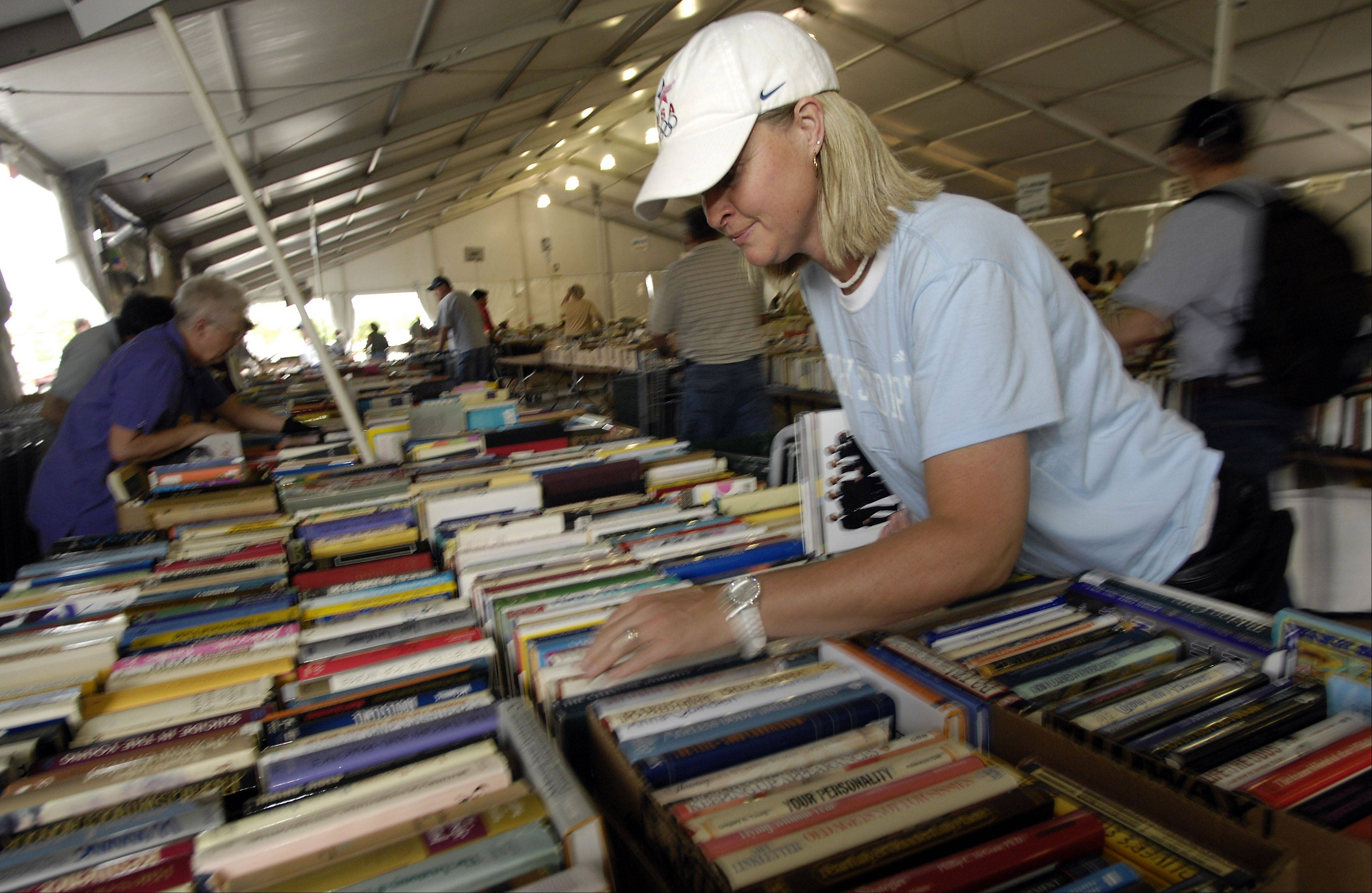 Lin Wilson of Kenosha, Wis., hunts for rare books at the 2008 Little City Book Fair, which is being relocated from Skokie to Harper College in Palatine.