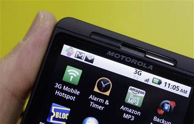 Libertyville-based Motorola Mobility Holdings Inc. posted a loss for the latest quarter and forecast earnings for the current quarter well below analyst expectations.