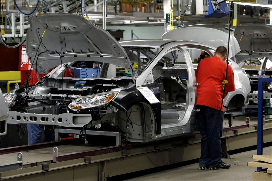 A Line Worker Embles 2017 Ford Focus At The Michigan Embly Plant In Wayne
