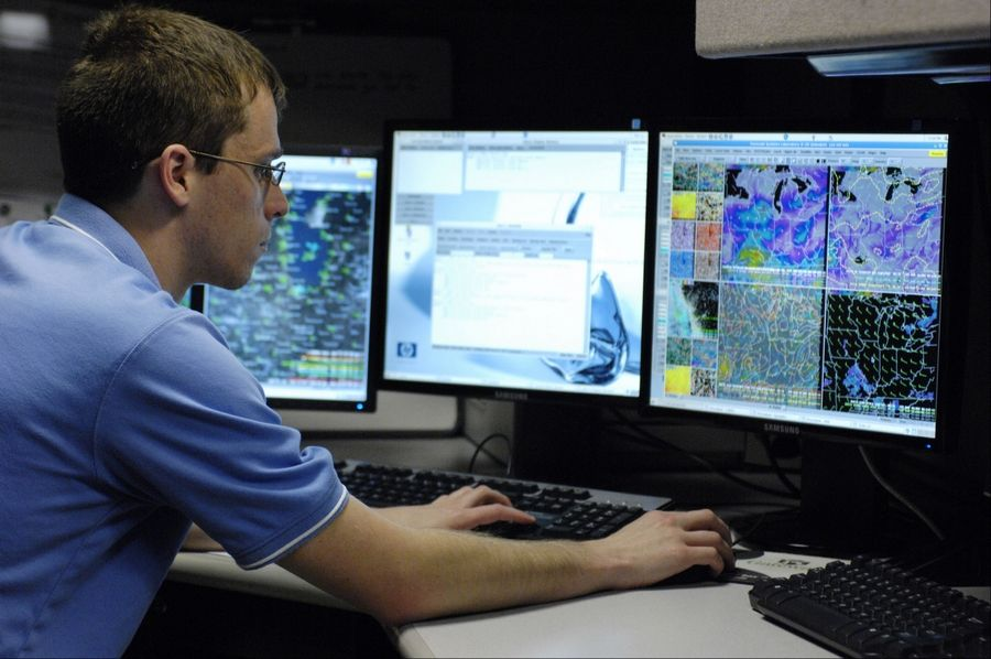 Images: Inside the FAA's Chicago Air Route Traffic Control