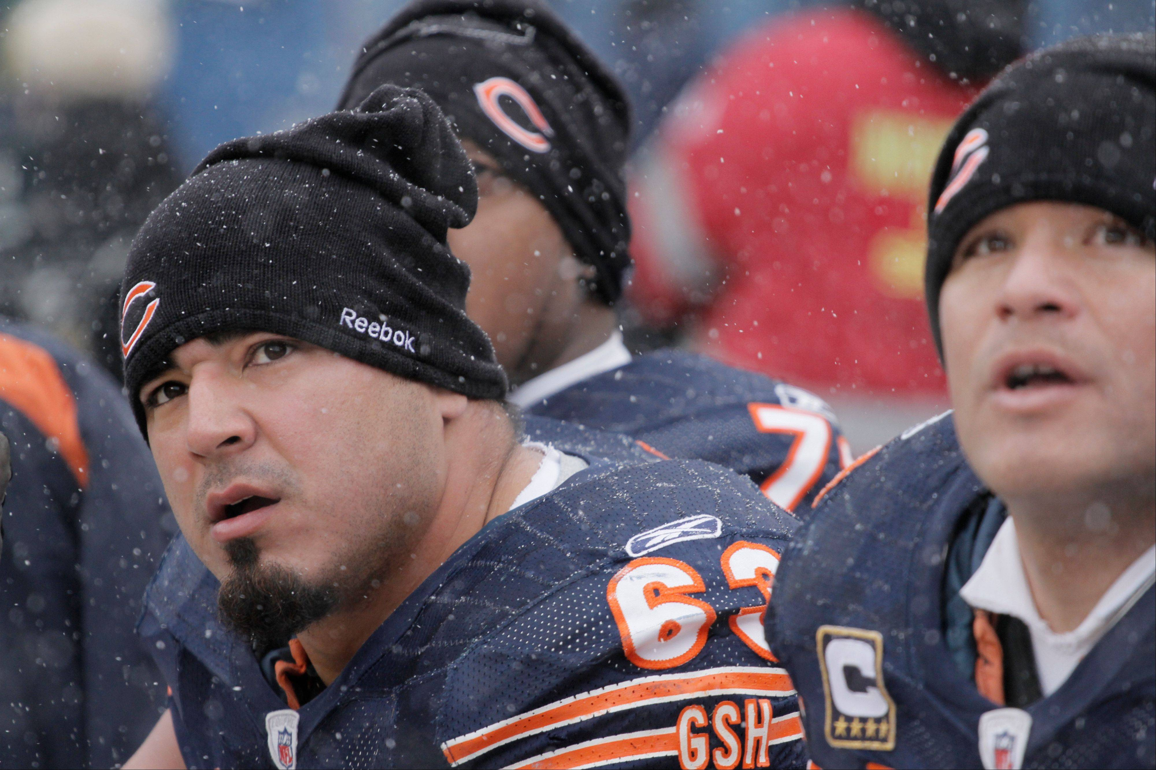 "Roberto Garza played center Saturday during the Bears' first training camp practice. Garza, normally a guard, is hoping veteran Olin Kreutz signs with the Bears soon. ""He's a big part of our offense,"" Garza said."